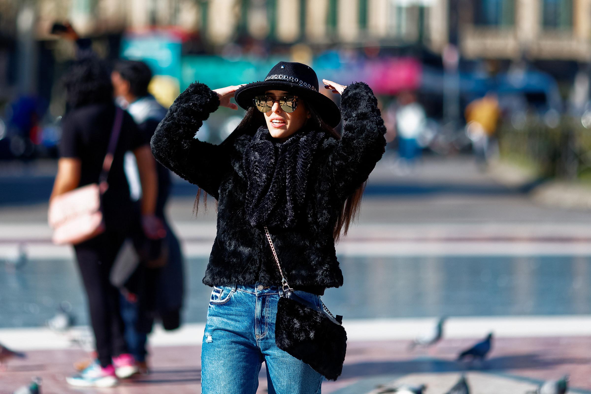 el sombrero negro...