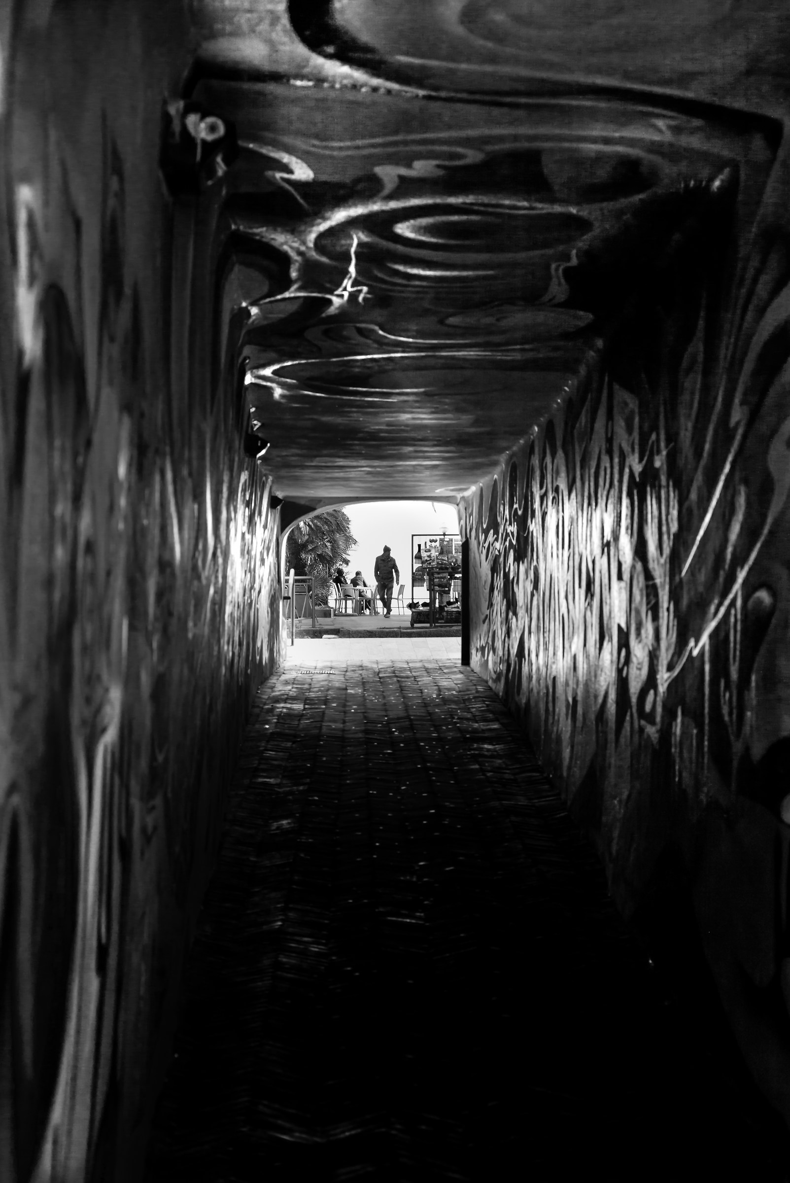 black fluo tunnel...