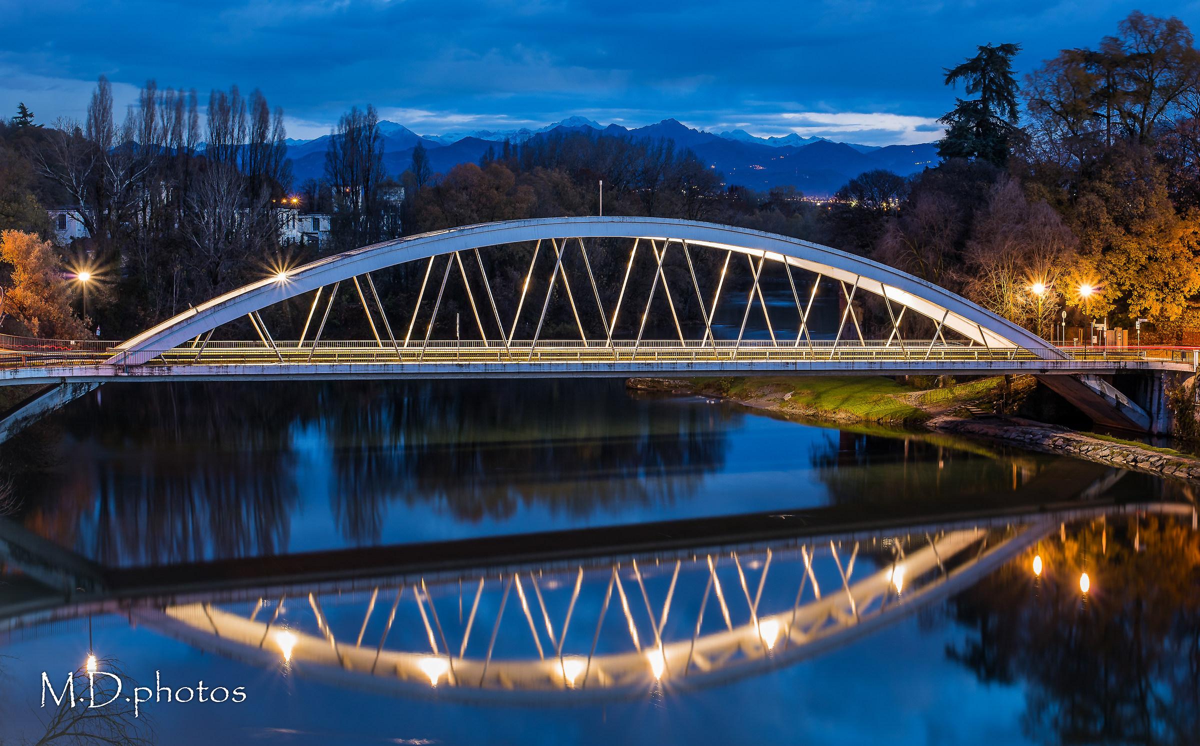 Il riflesso del ponte...