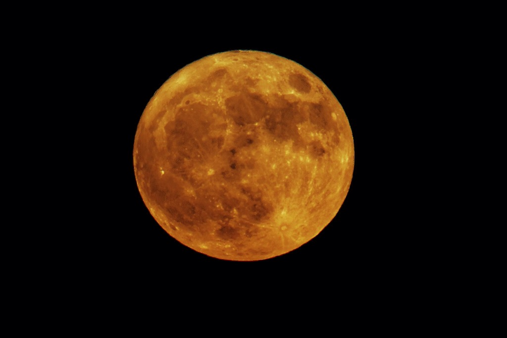 Red moon in Vicenza - already a bit high on the horizon...