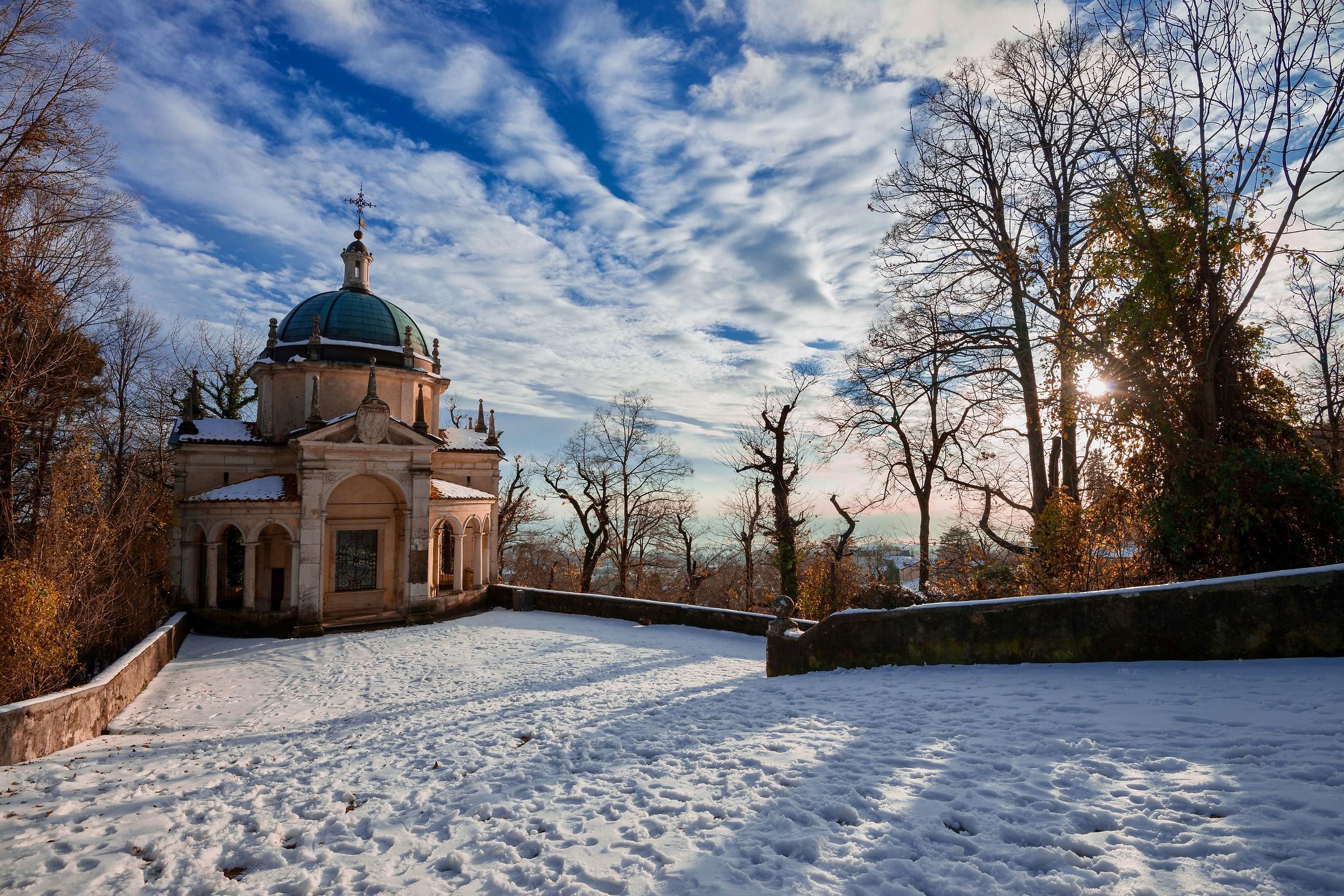 Varese in white...