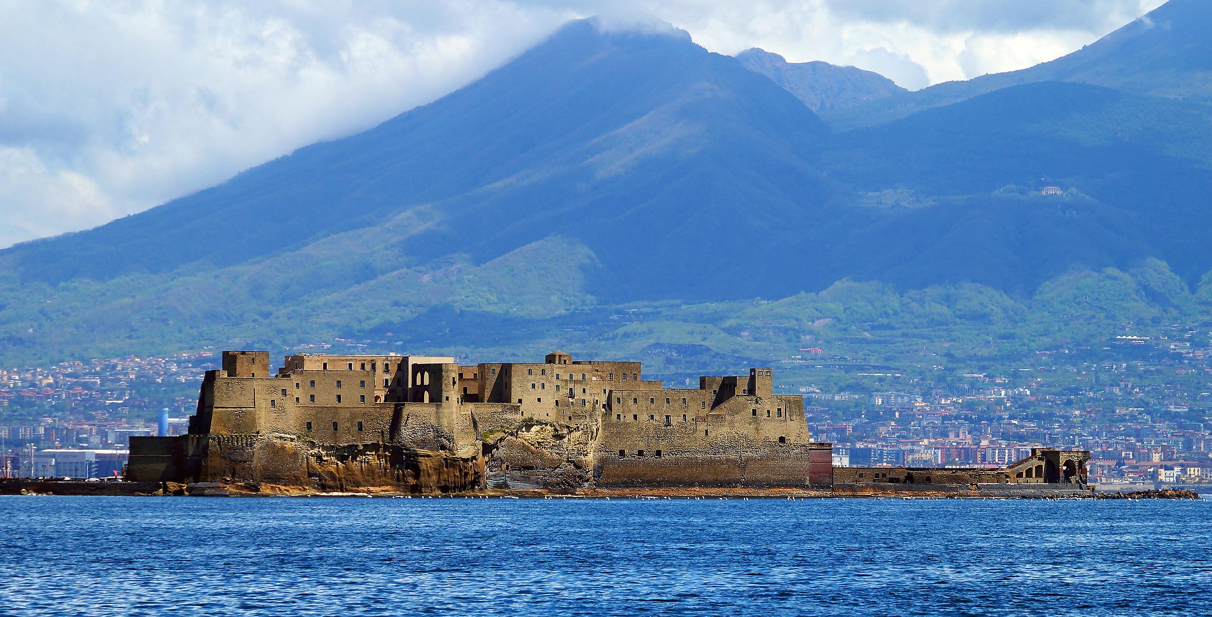 Castel dell'Ovo...
