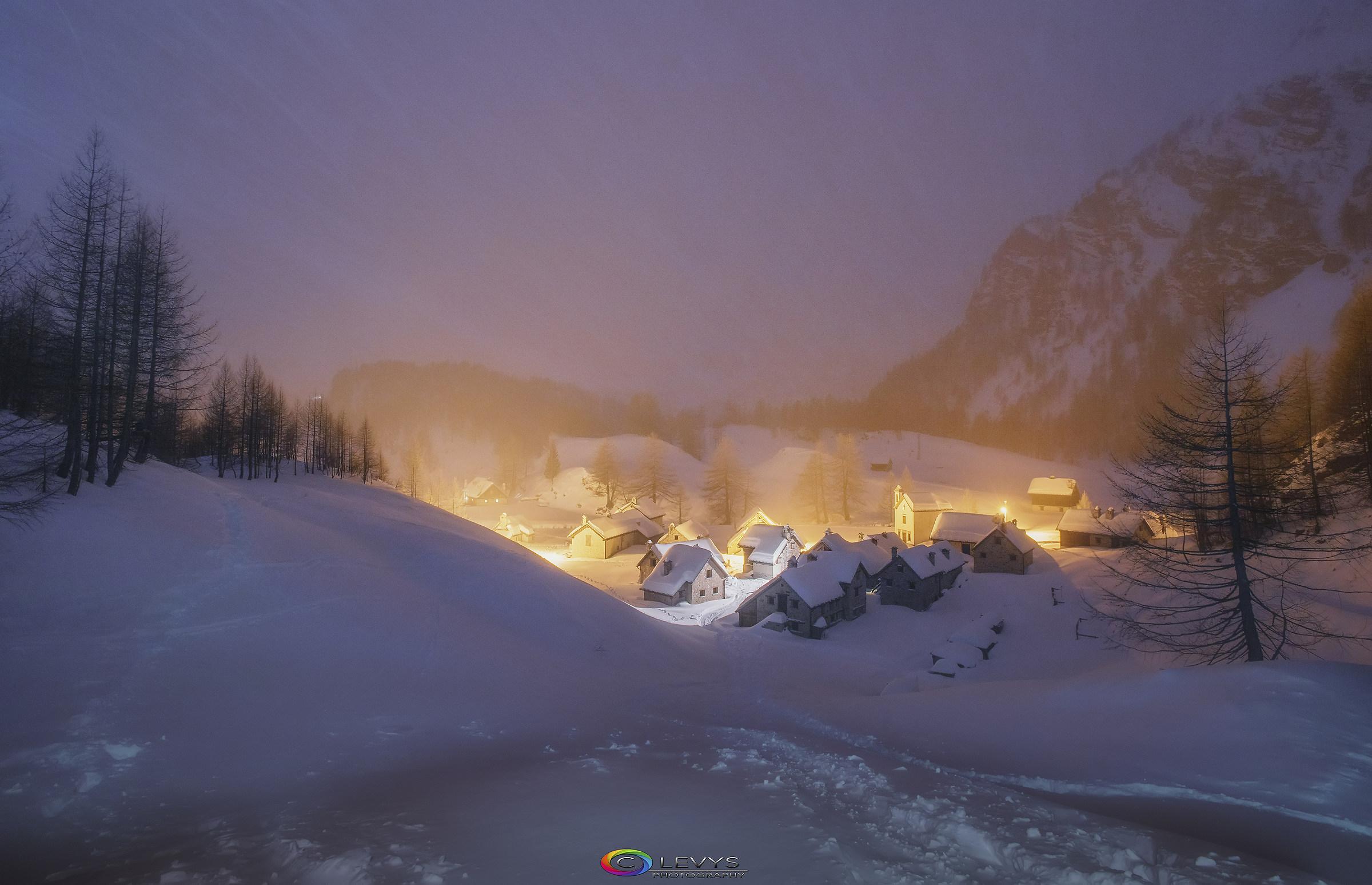 In mezzo ai fiocchi di neve Una cartolina da Devero...