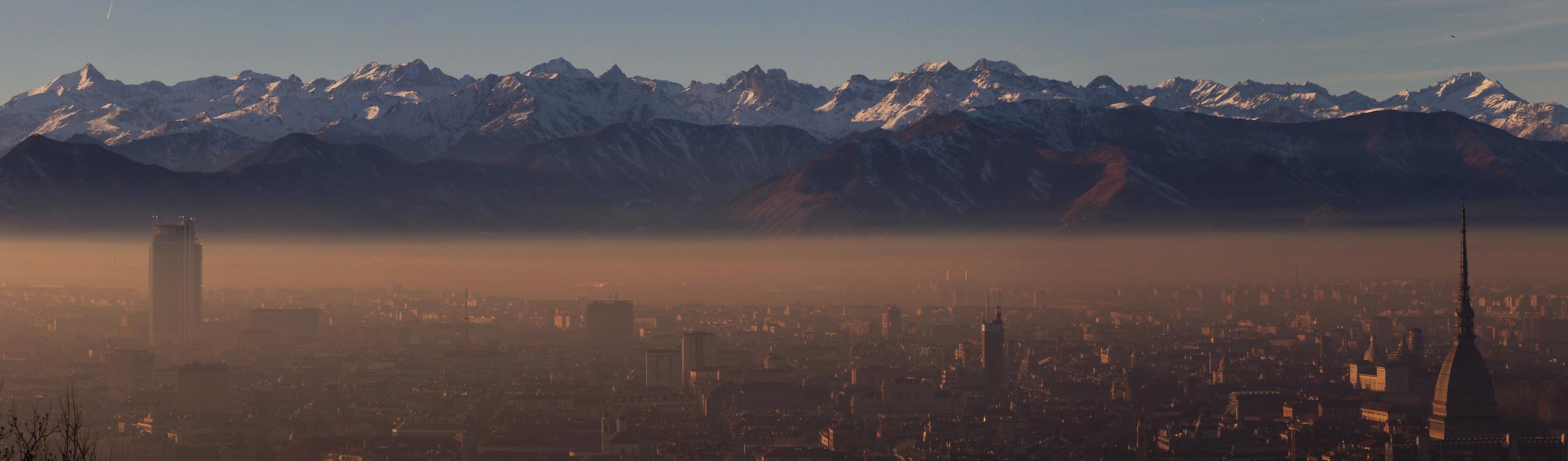 Torino: una bellissima giornata, ma solo sopra la cappa...