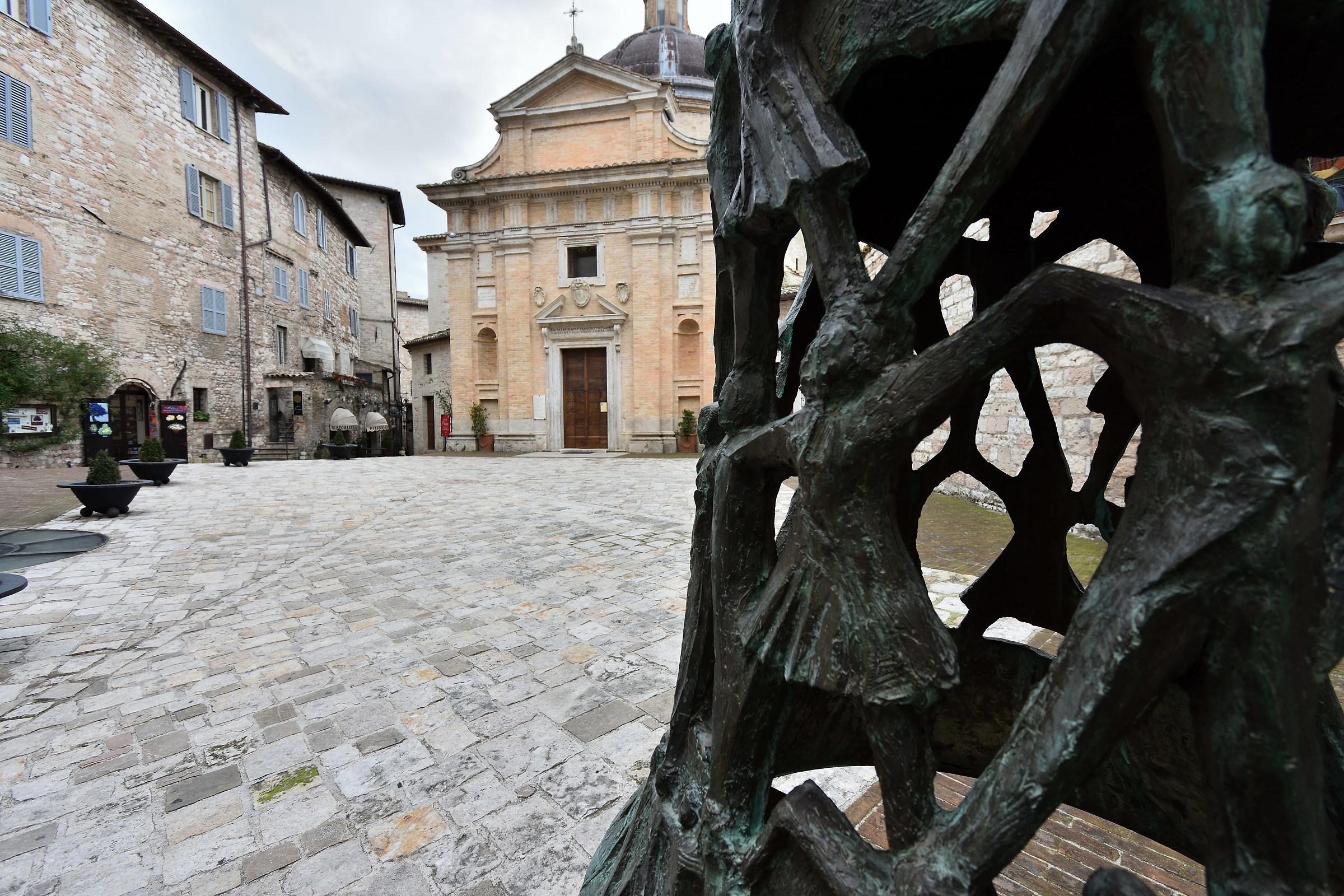 Piazza e Campana Chiesa Nuova...