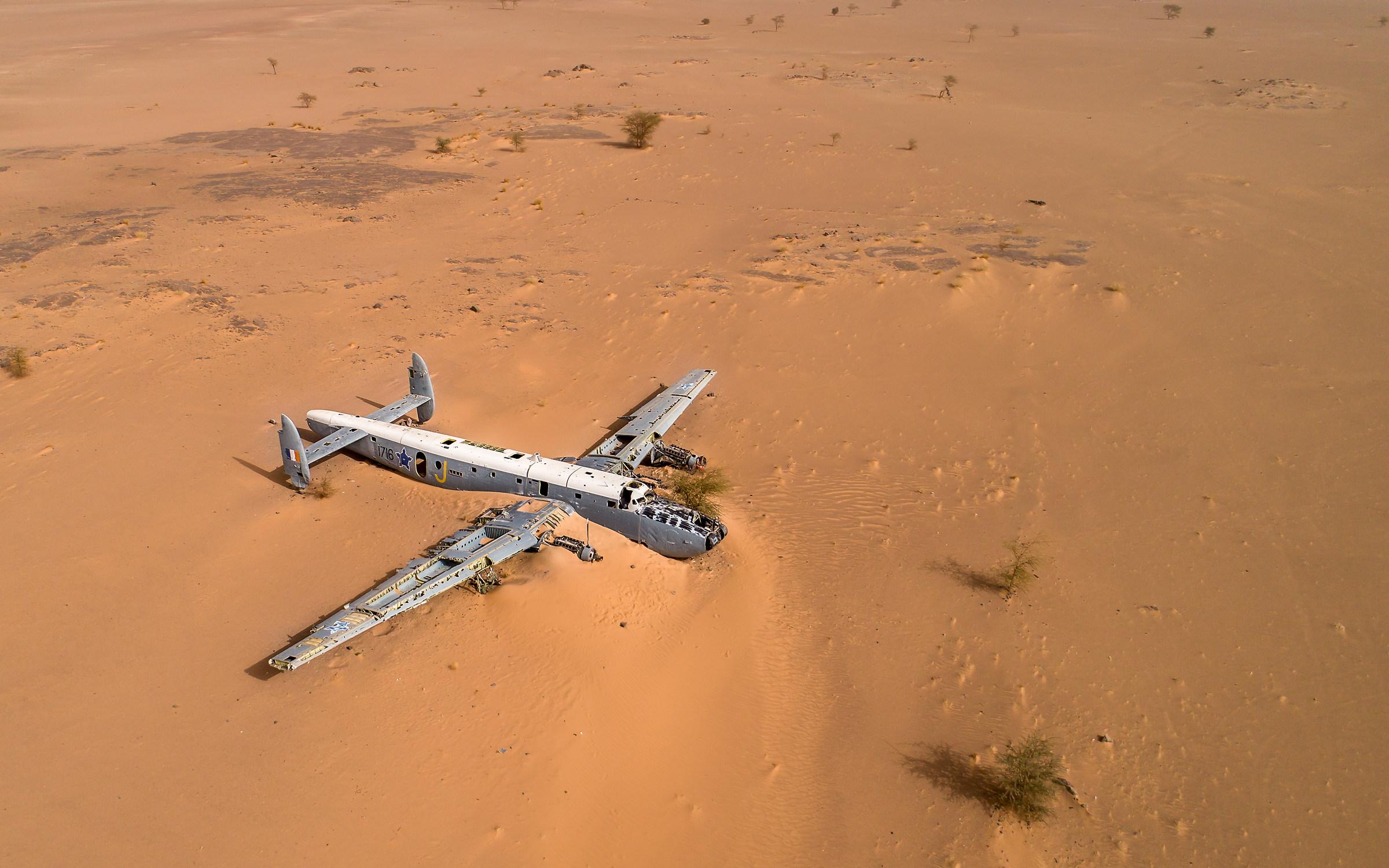 aereo nel deserto...