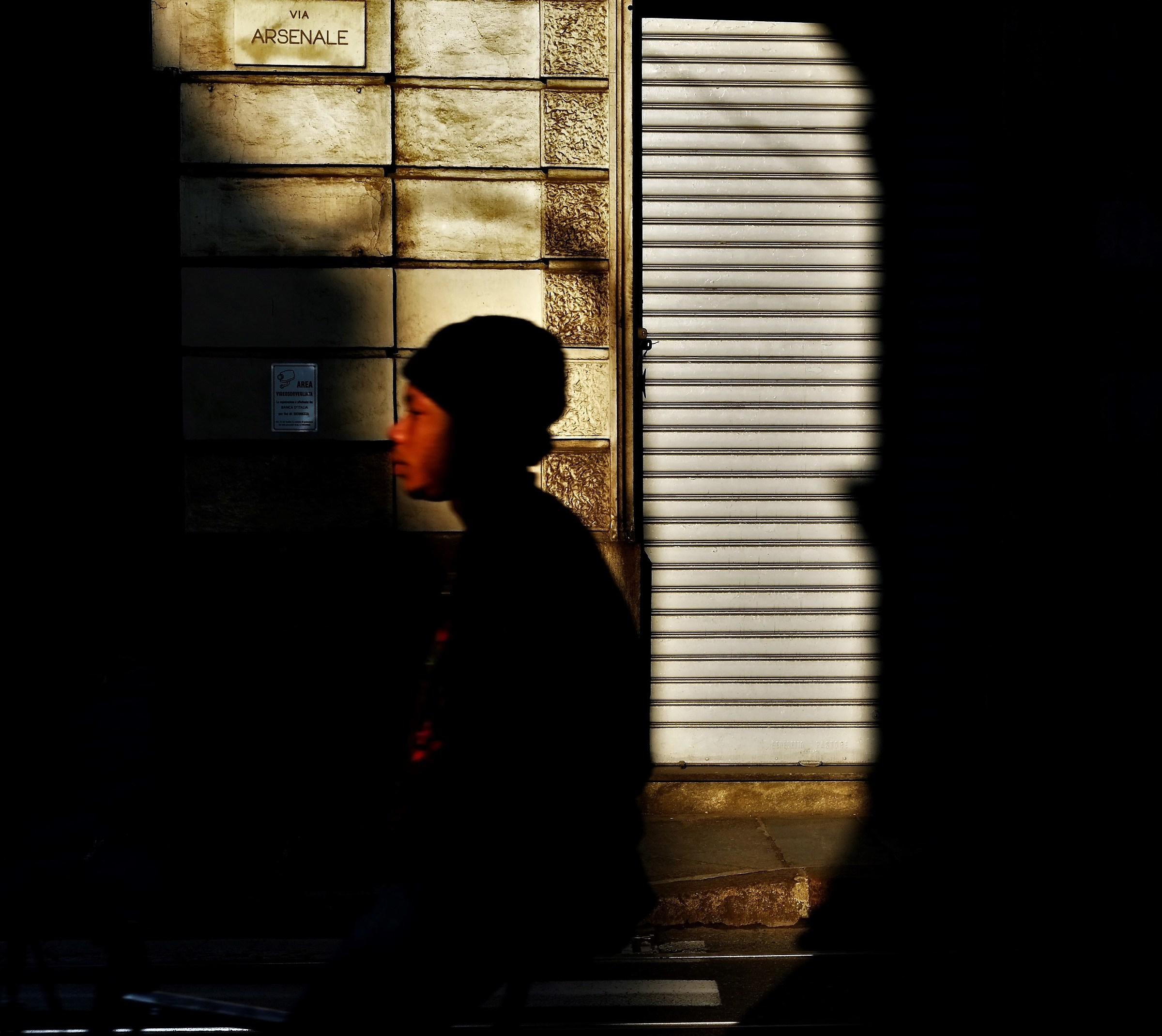 flash shadows and light...