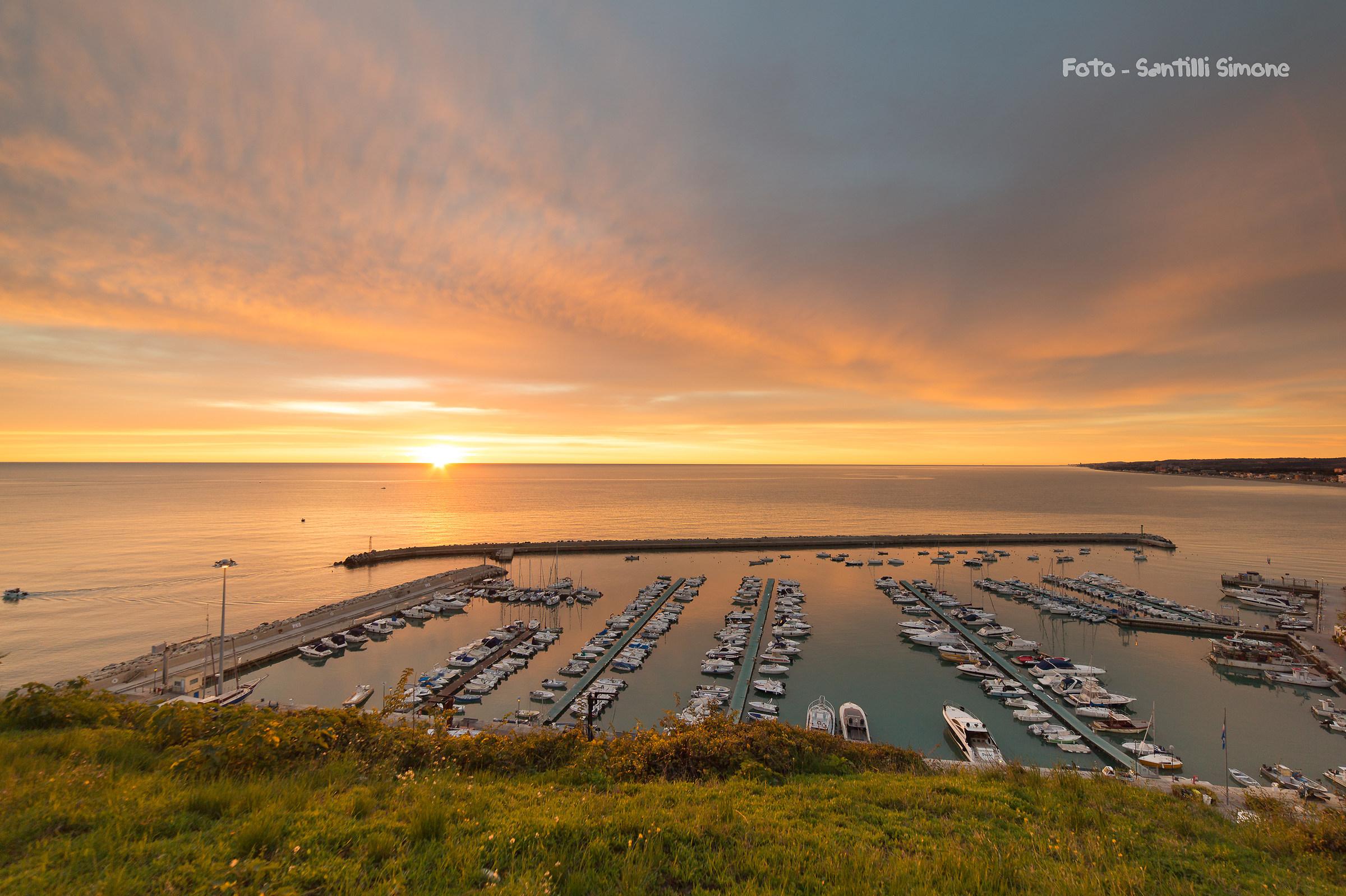 Sunrise on the port of Numana 8-10-2017...