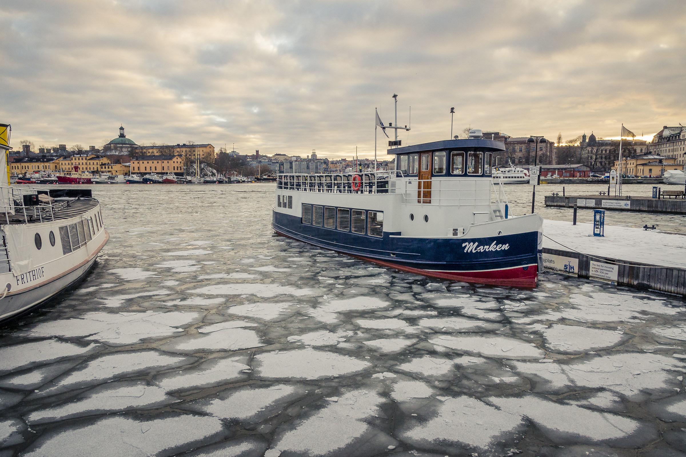 Imbarcazione nel porto di Stoccolma...