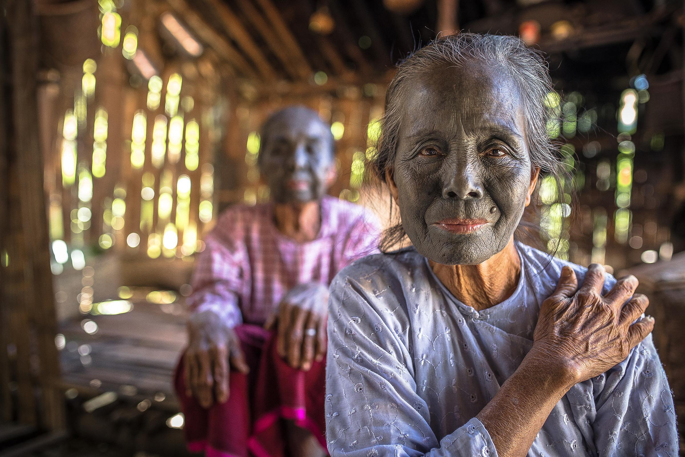 Myanmar, women of the Uppu tribe...