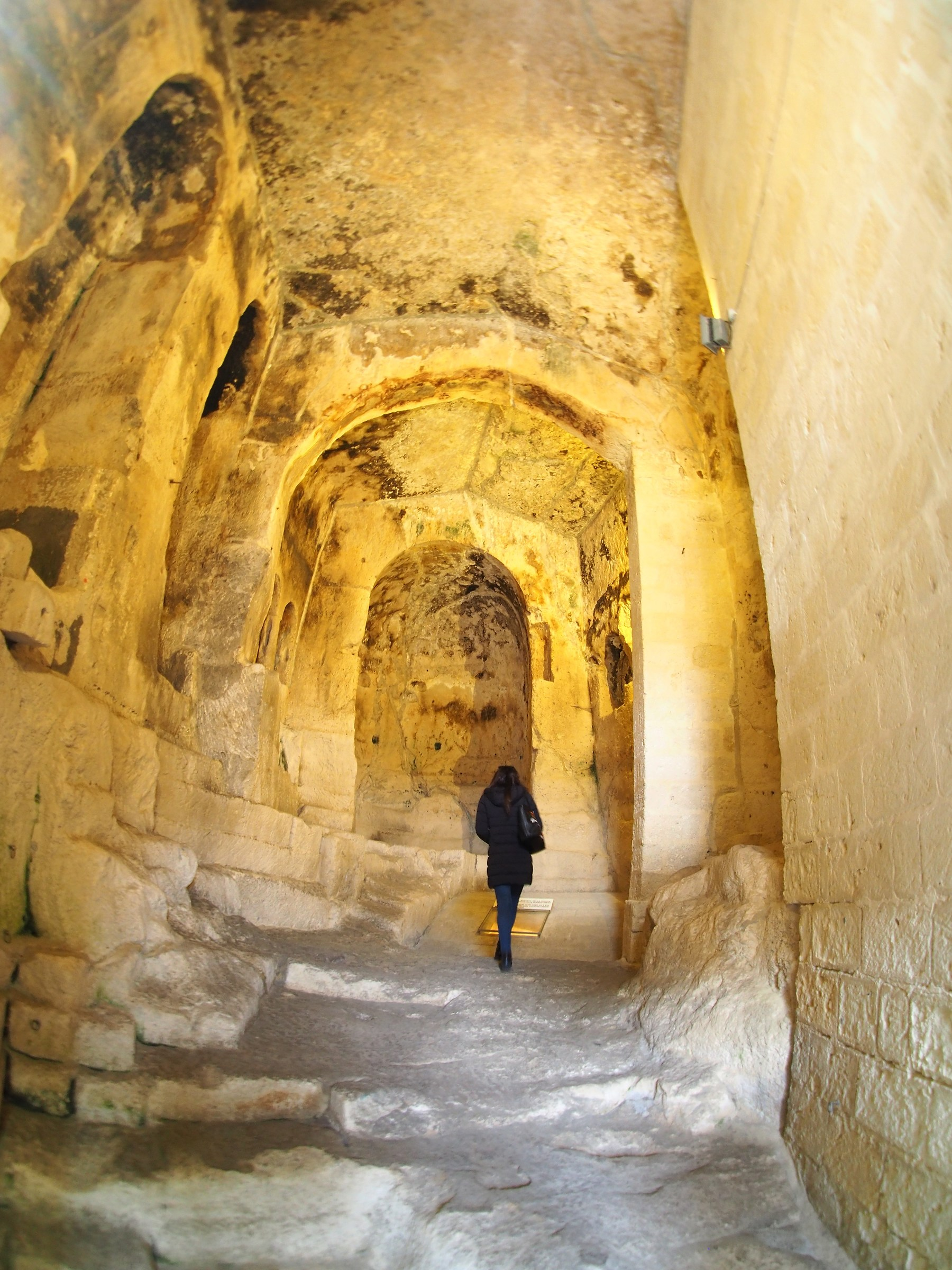 Strolling into the bowels of Matera...