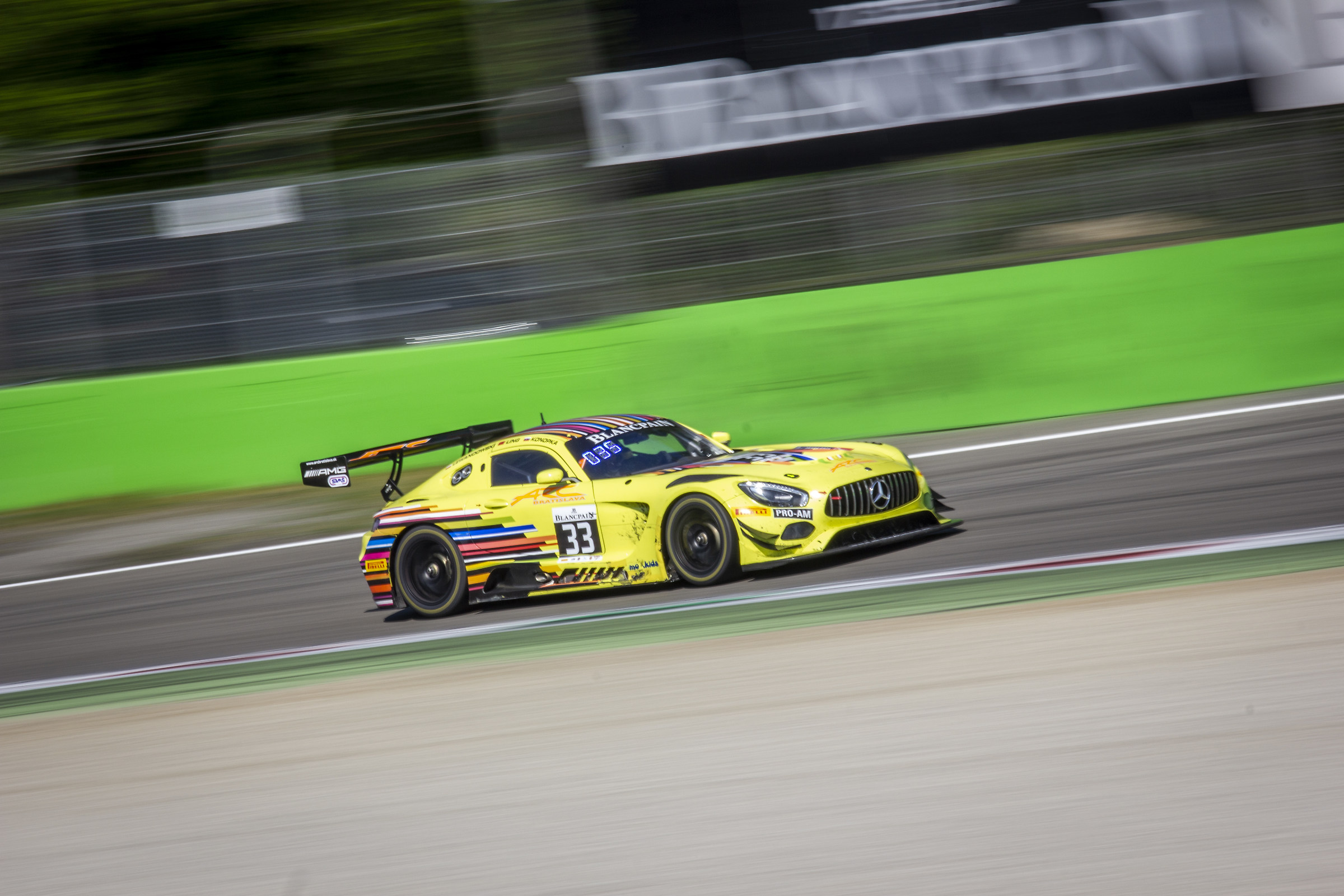 panning 1/30 to AMG GT3...