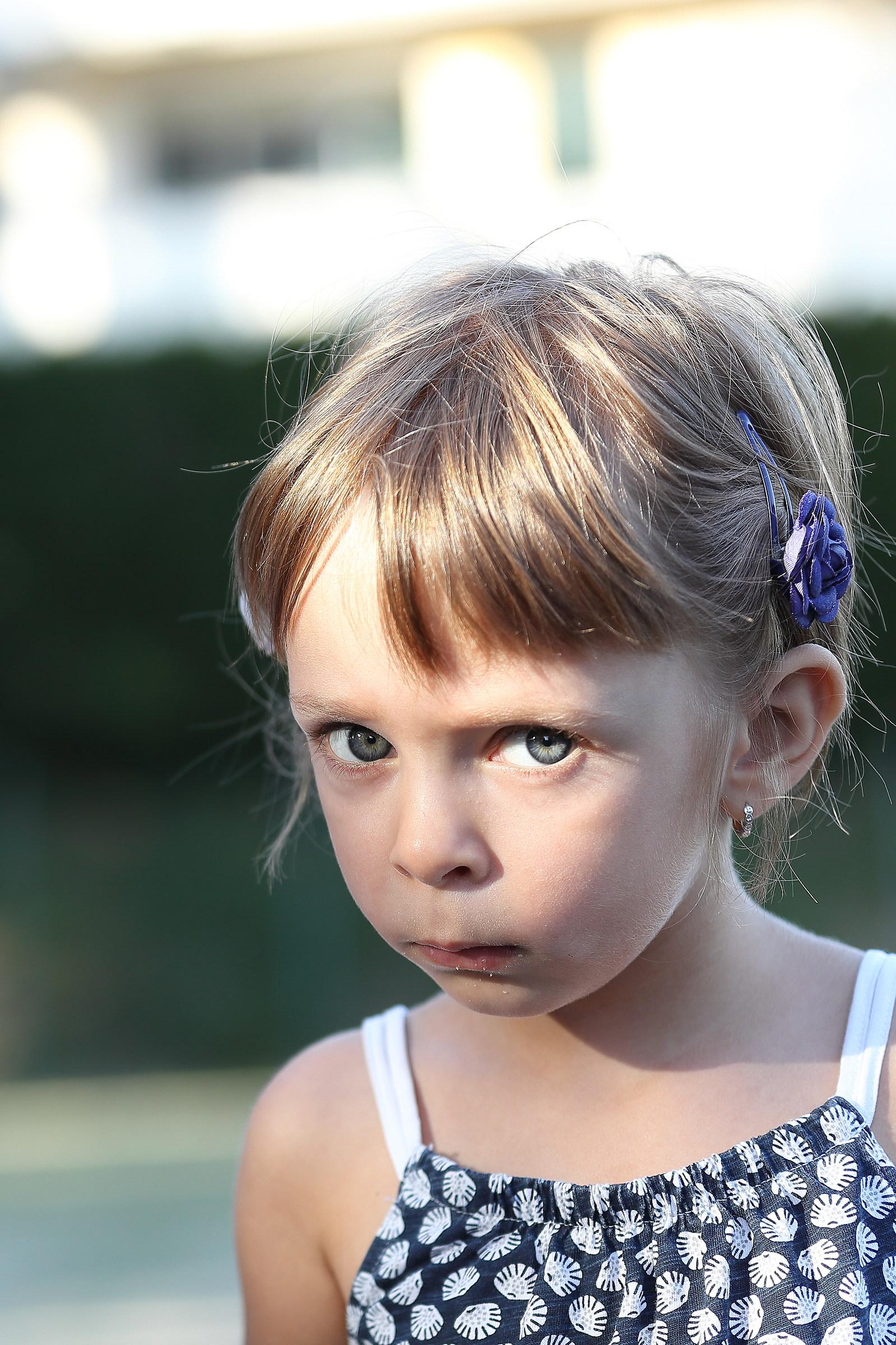 Little eyes: I don't trust you...