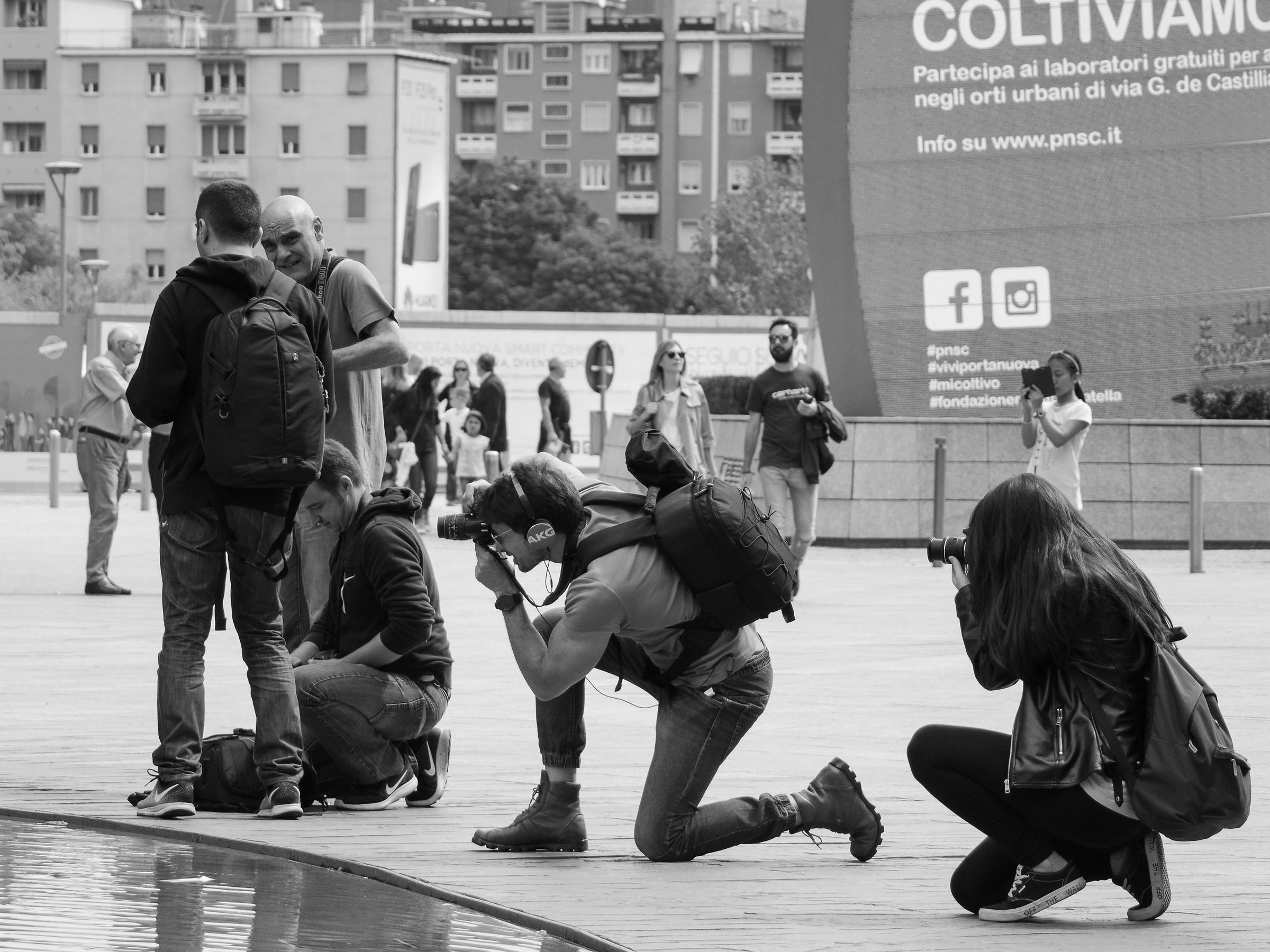 I photograph, you photographers...