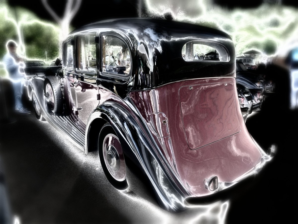 Vintage cars-shapes of the past...