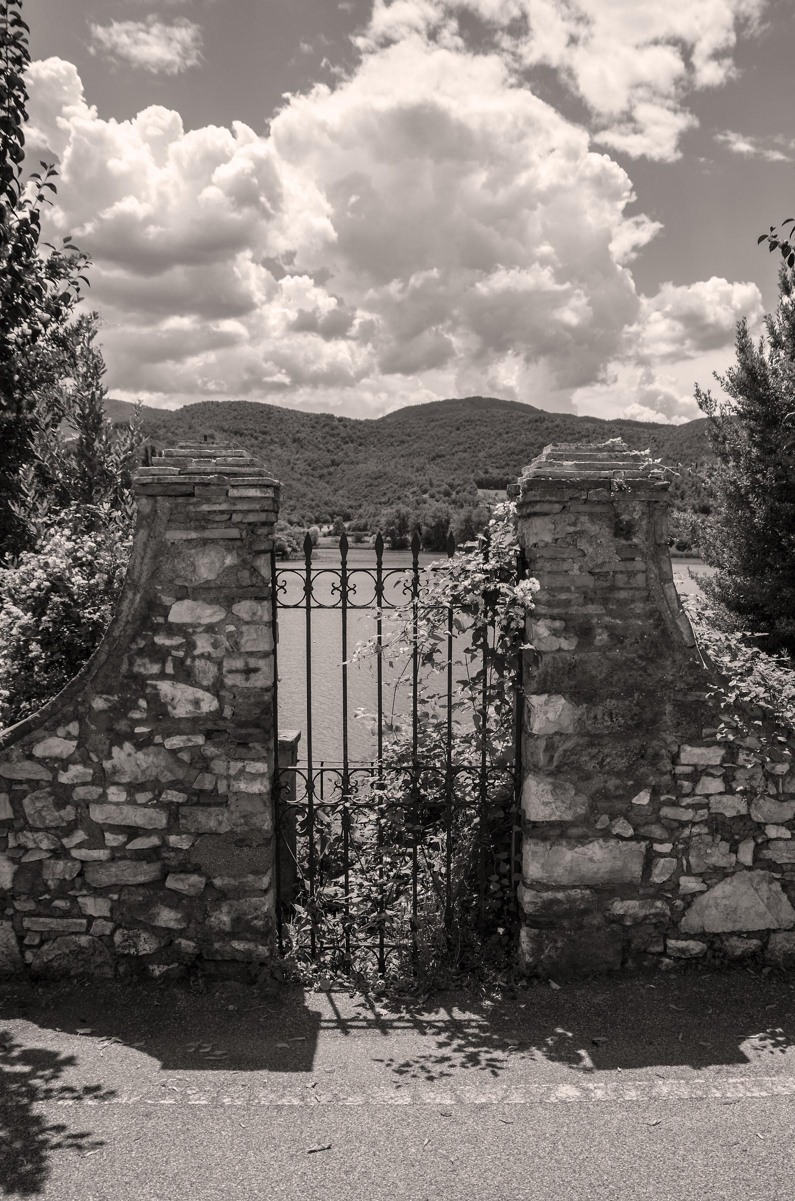 Il cancello sul lago...