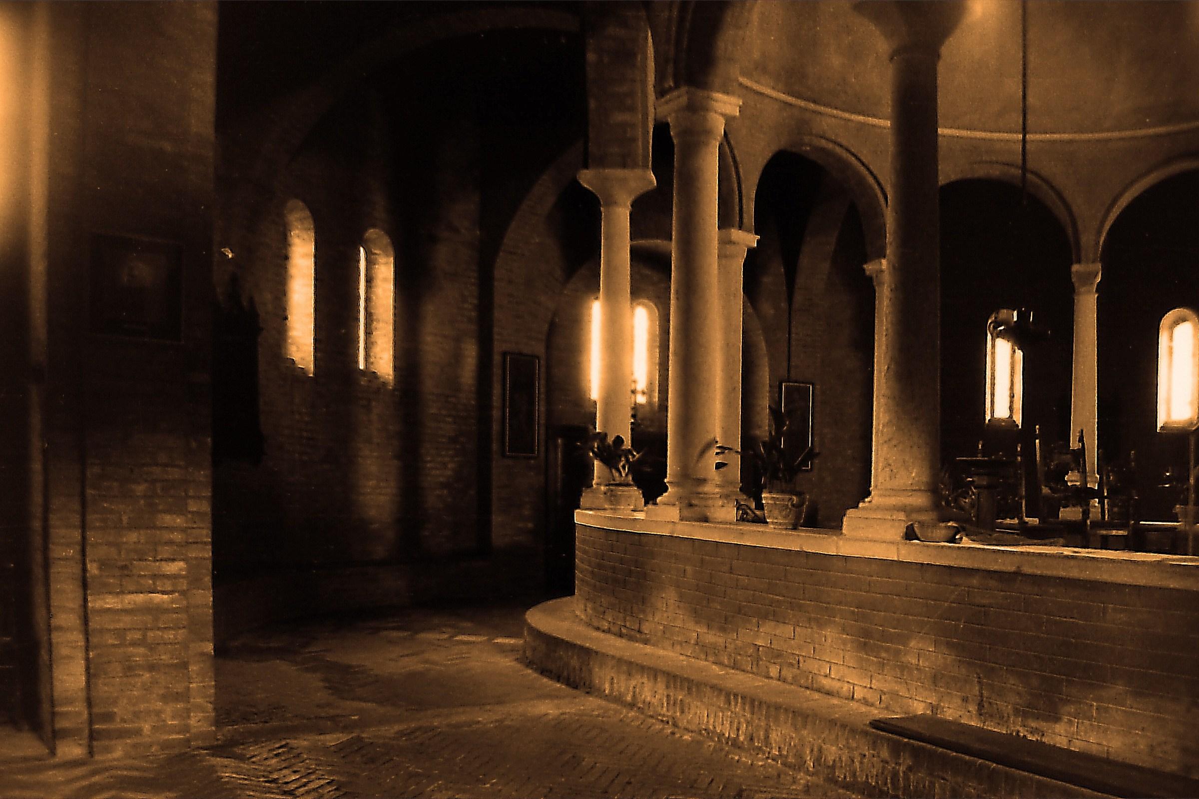 Pieve di Santa Maria della Neve 1044-2012,deambulatorio...