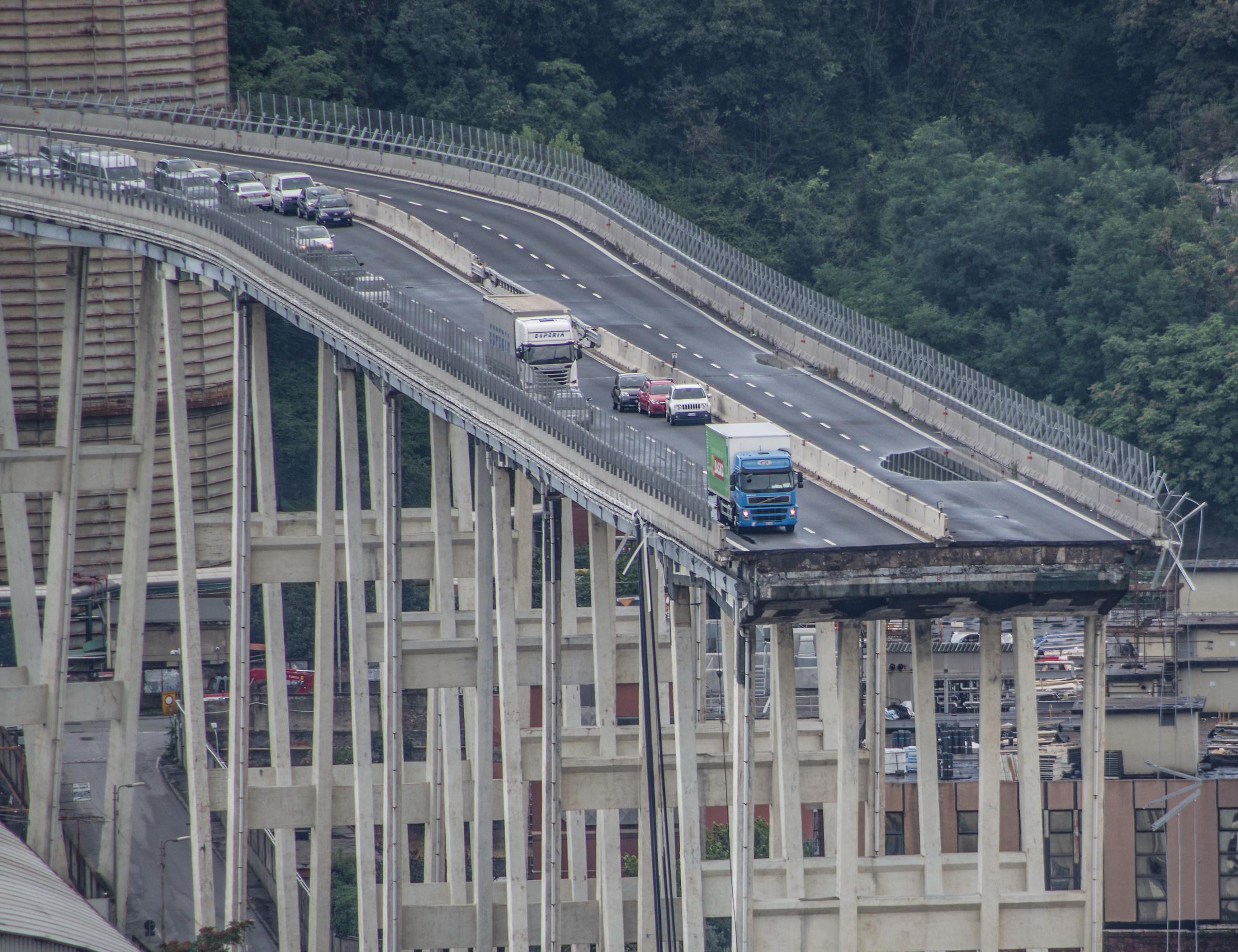 The collapsed Bridge 2...