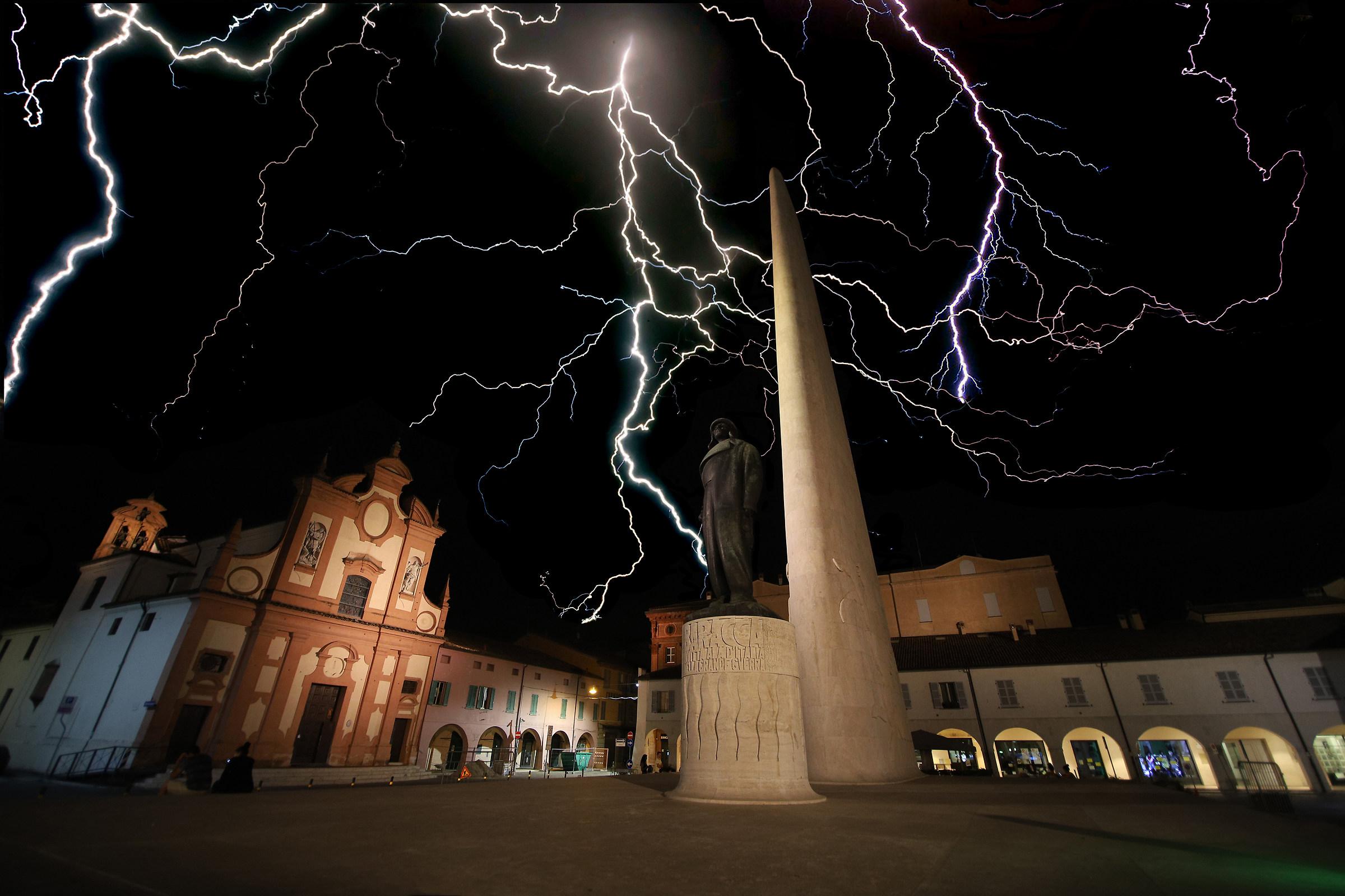 Thunder - Fulmini Piazza Lugo...
