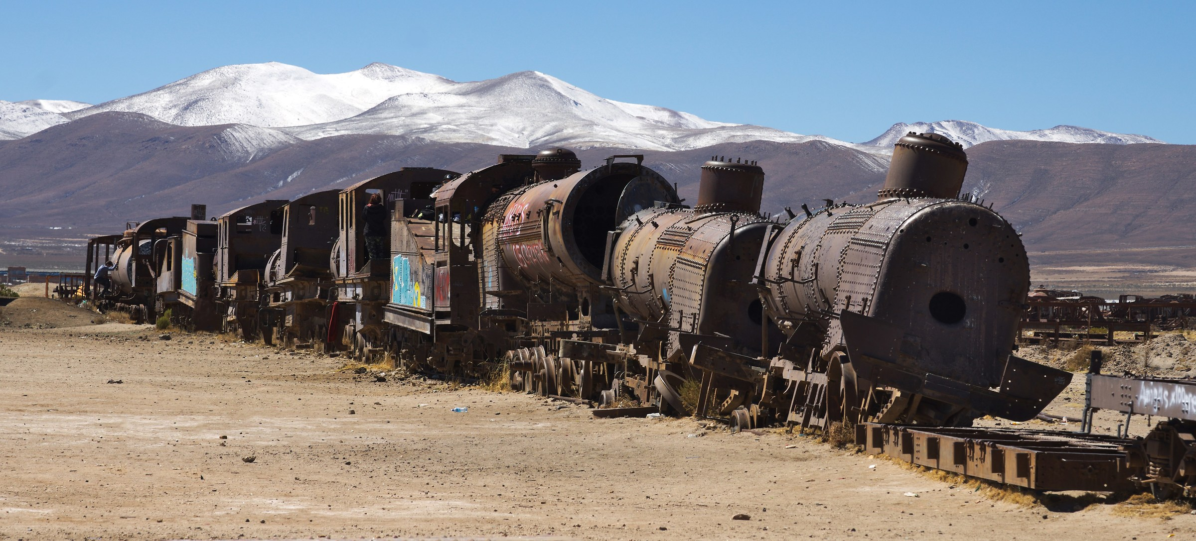 Tutti in carrozza! Cimitero dei treni Uyuni Bolivia...