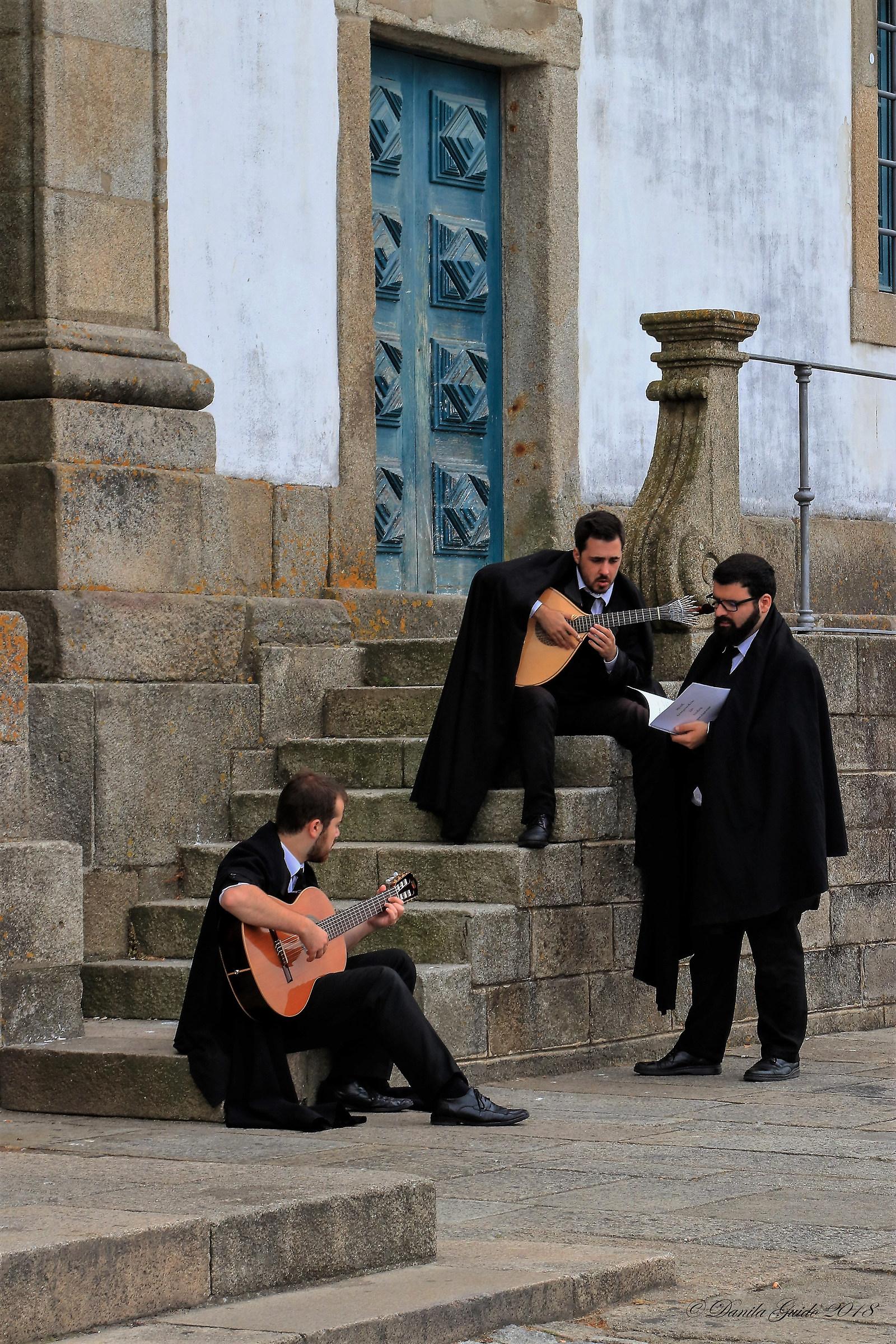 intoning a fado in Porto...