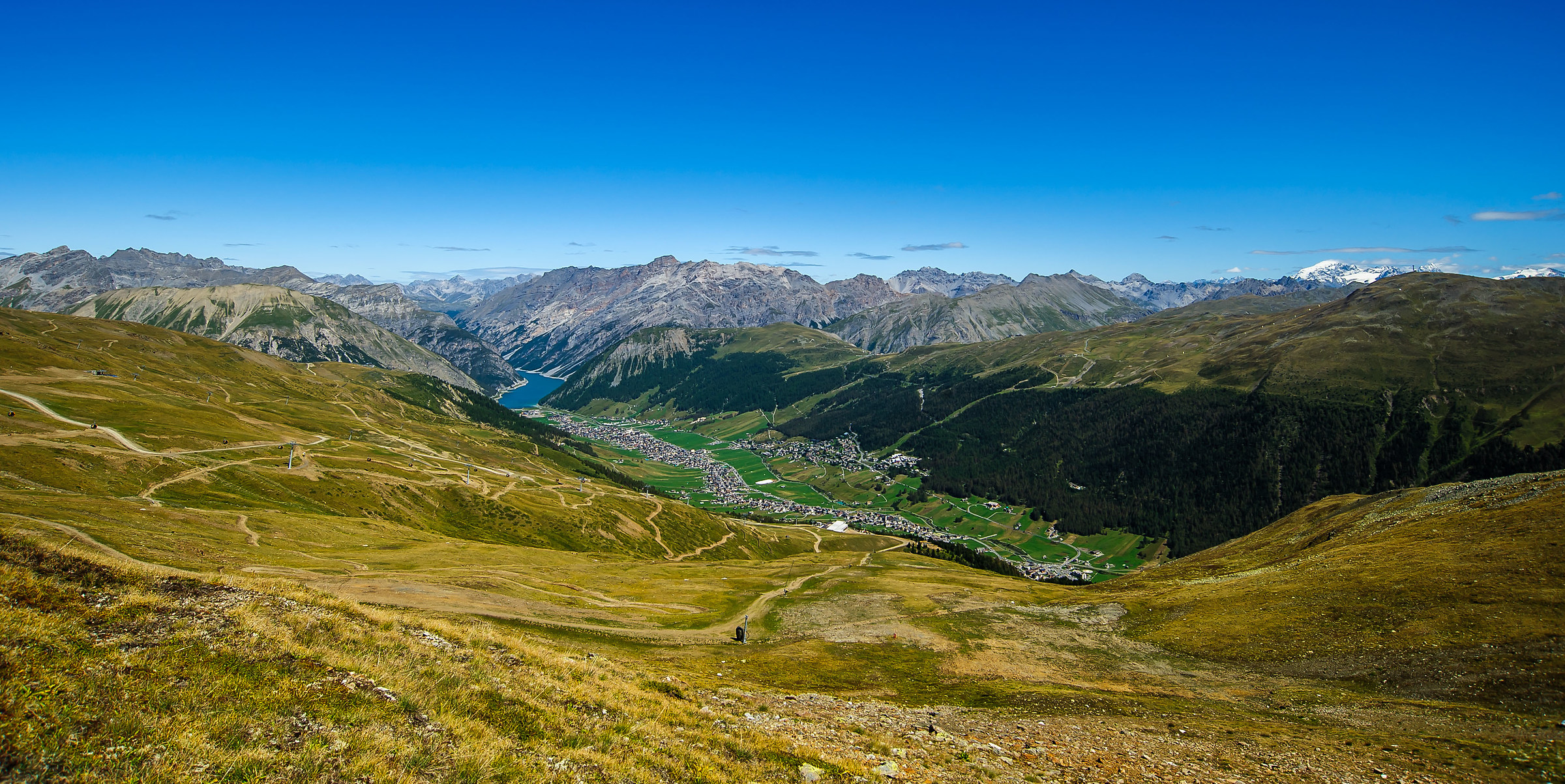 The valley of Livigno surrounded by its mountains...
