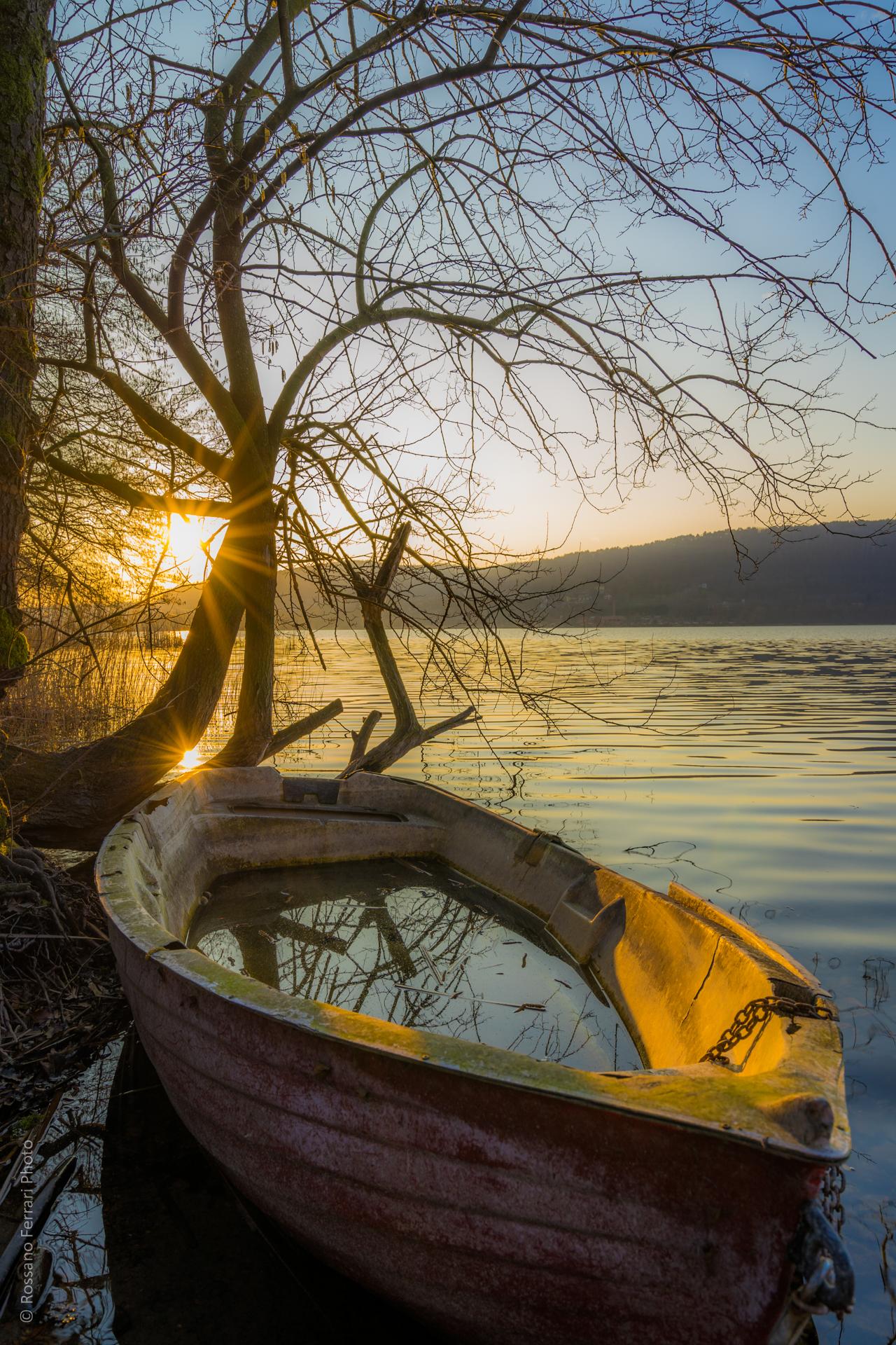 Barca abbandonata - Lago di Comabbio, Varese...