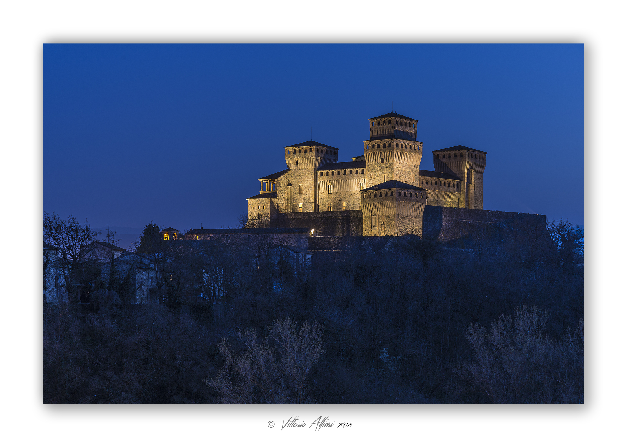 Castle Torrechiara night...