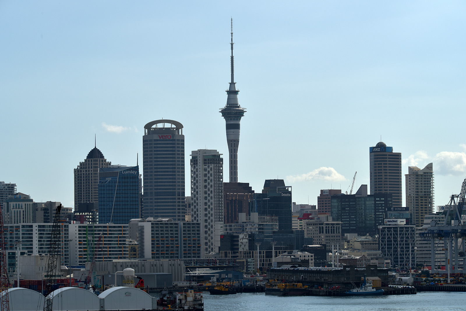 Sky Tower 328 m Auckland NZ...
