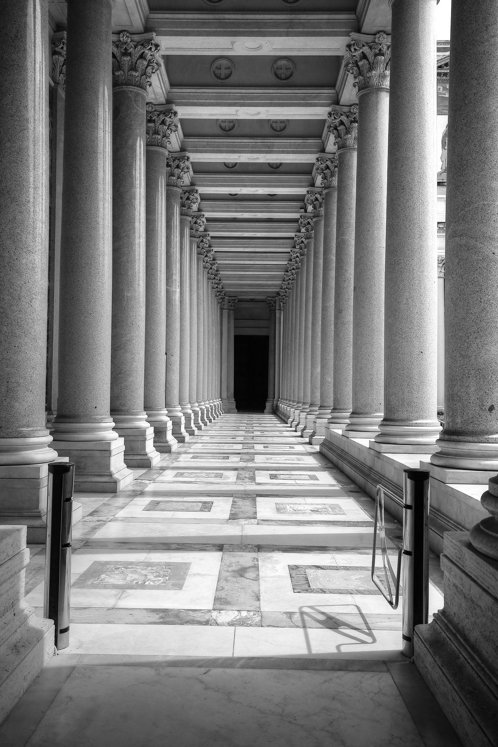 Il colonnato di S.Paolo fuori le mura...