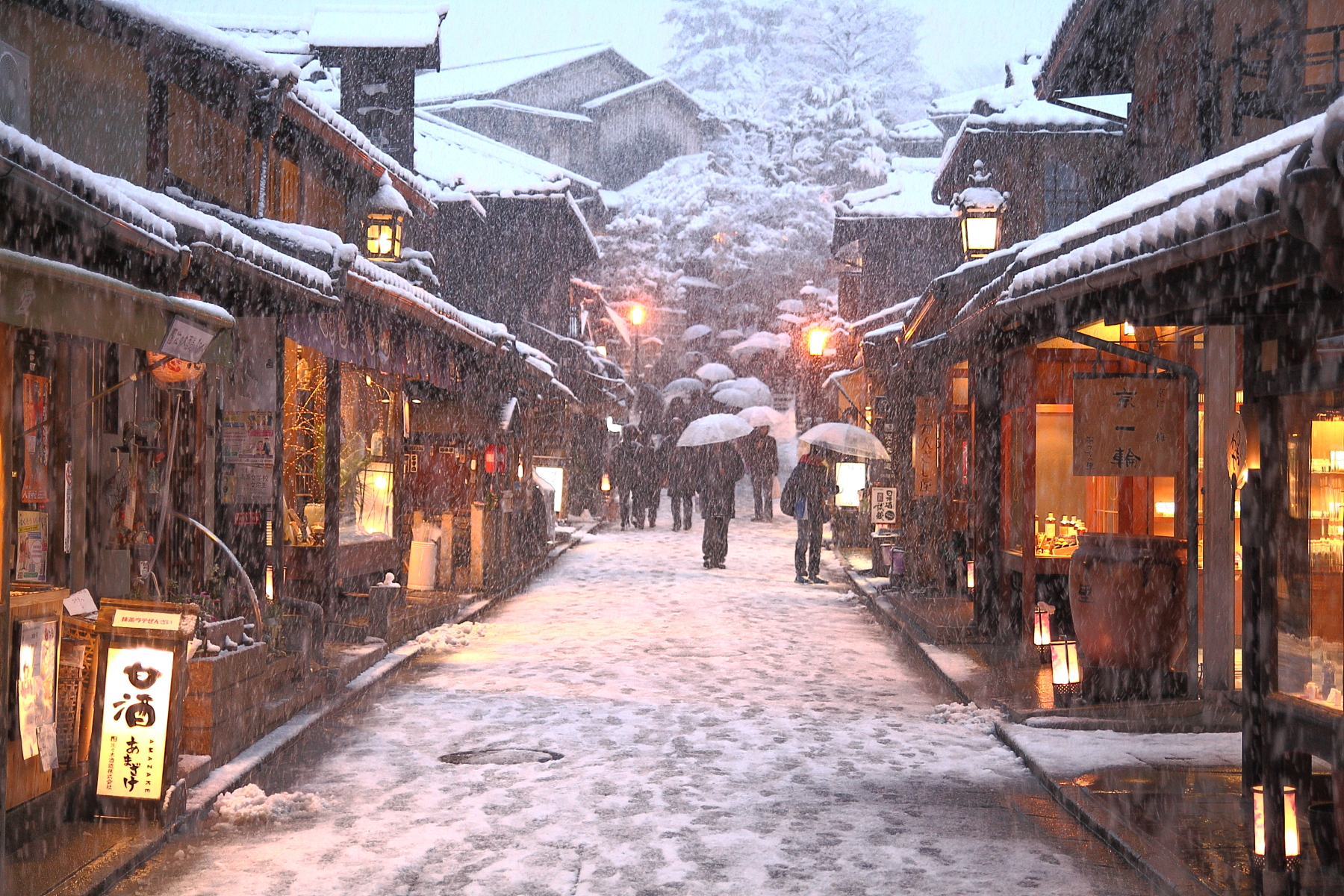 Through the streets of Kyoto in the Snow...