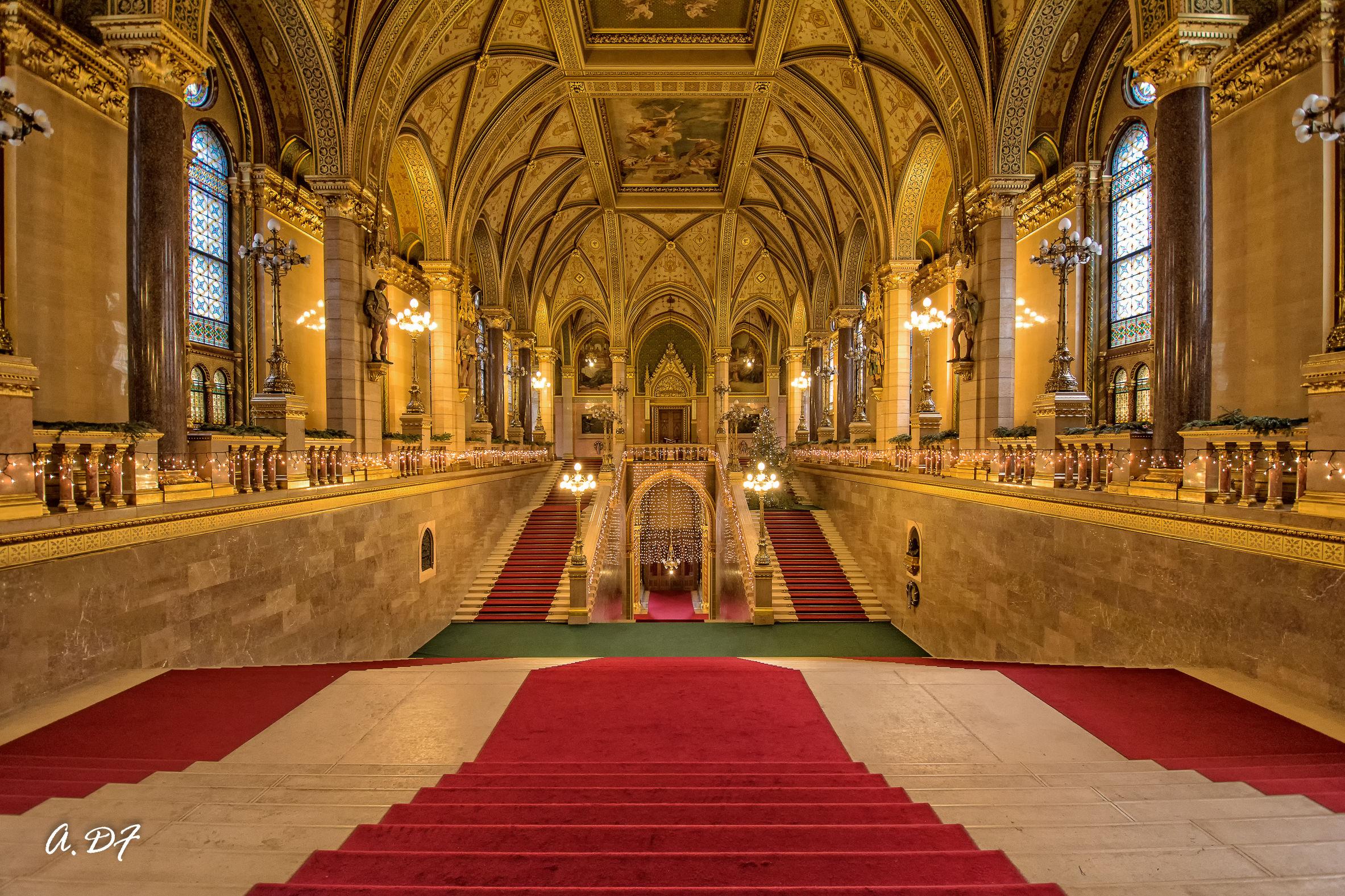 Il parlamento ungherese juzaphoto for Il parlamento