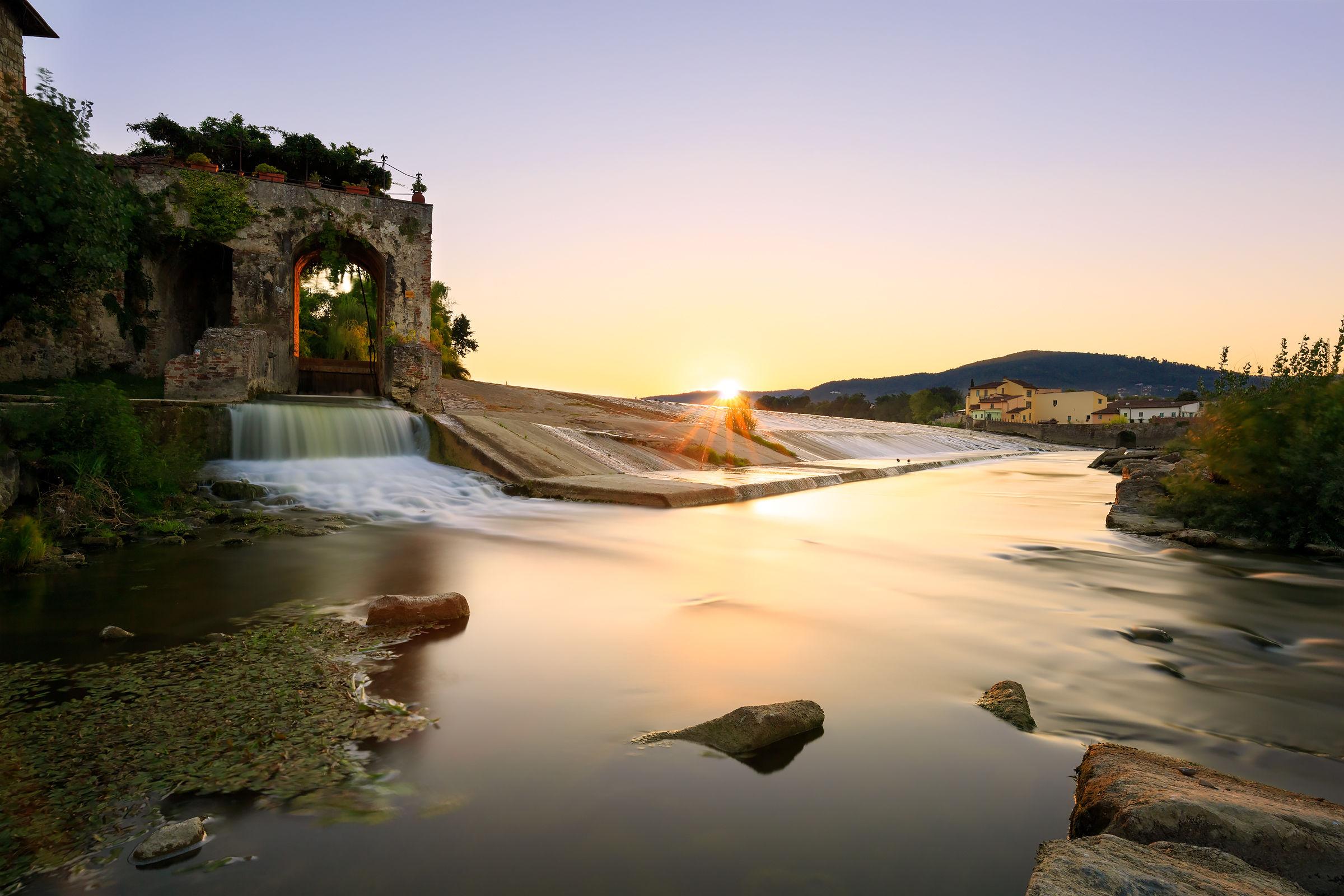 Alba sul fiume Arno...