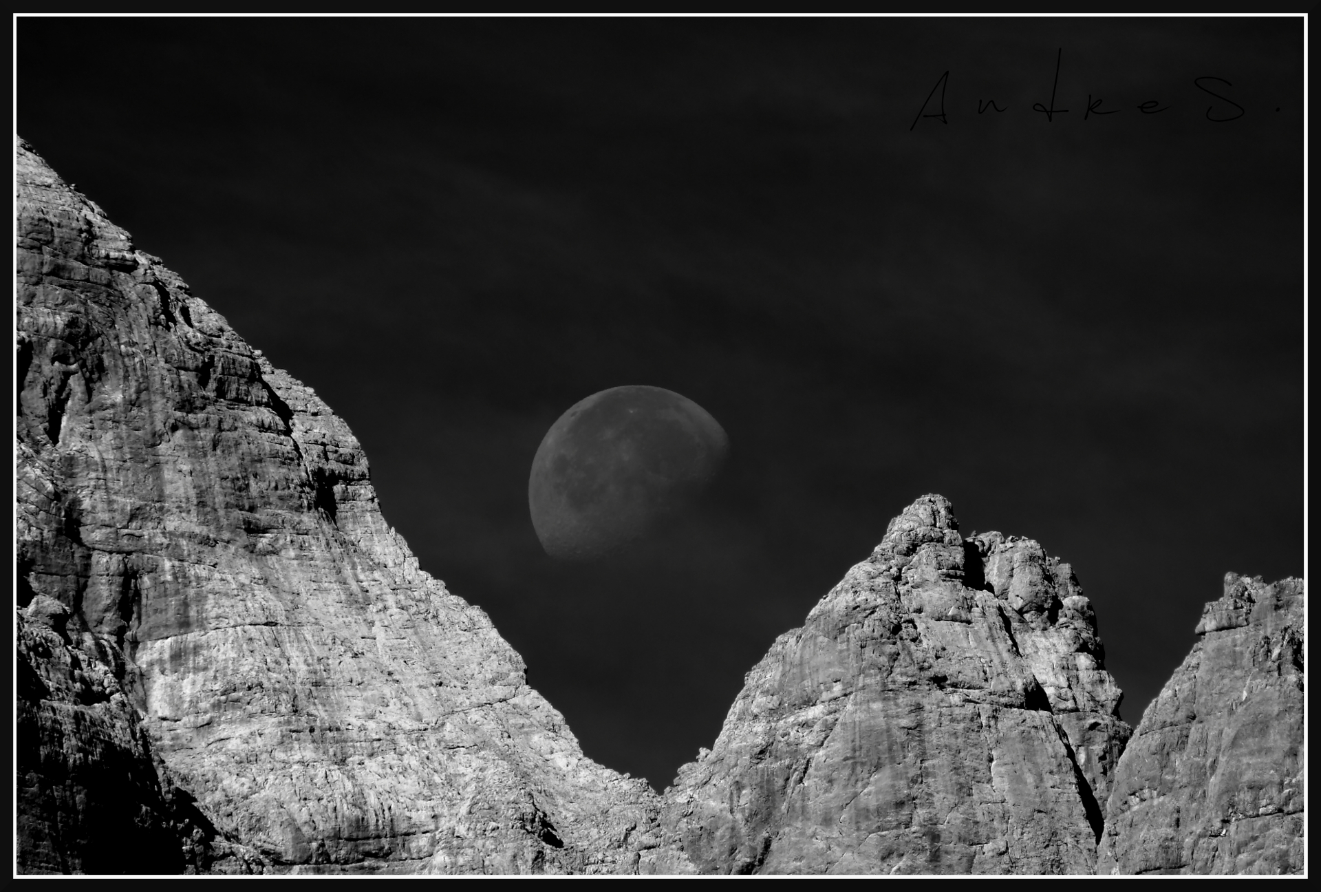 Moon in corner hole...