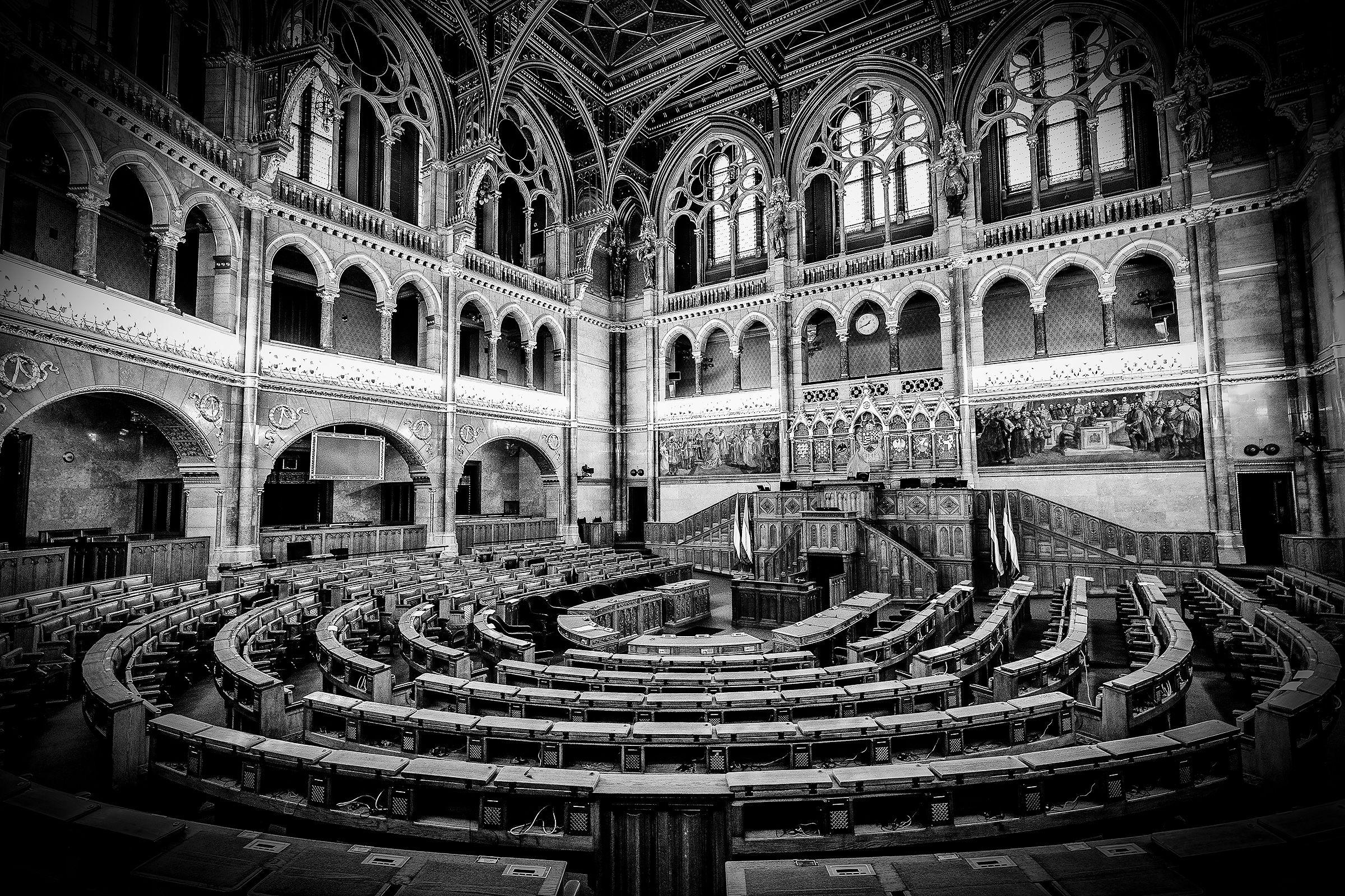Il parlamento di budapest juzaphoto for Il parlamento