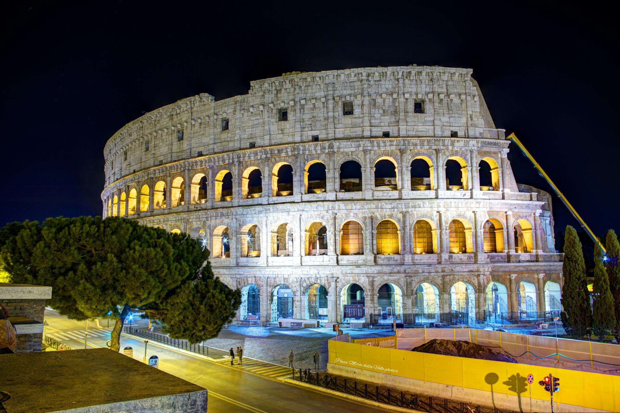 Il Colosseo di notte - Roma...
