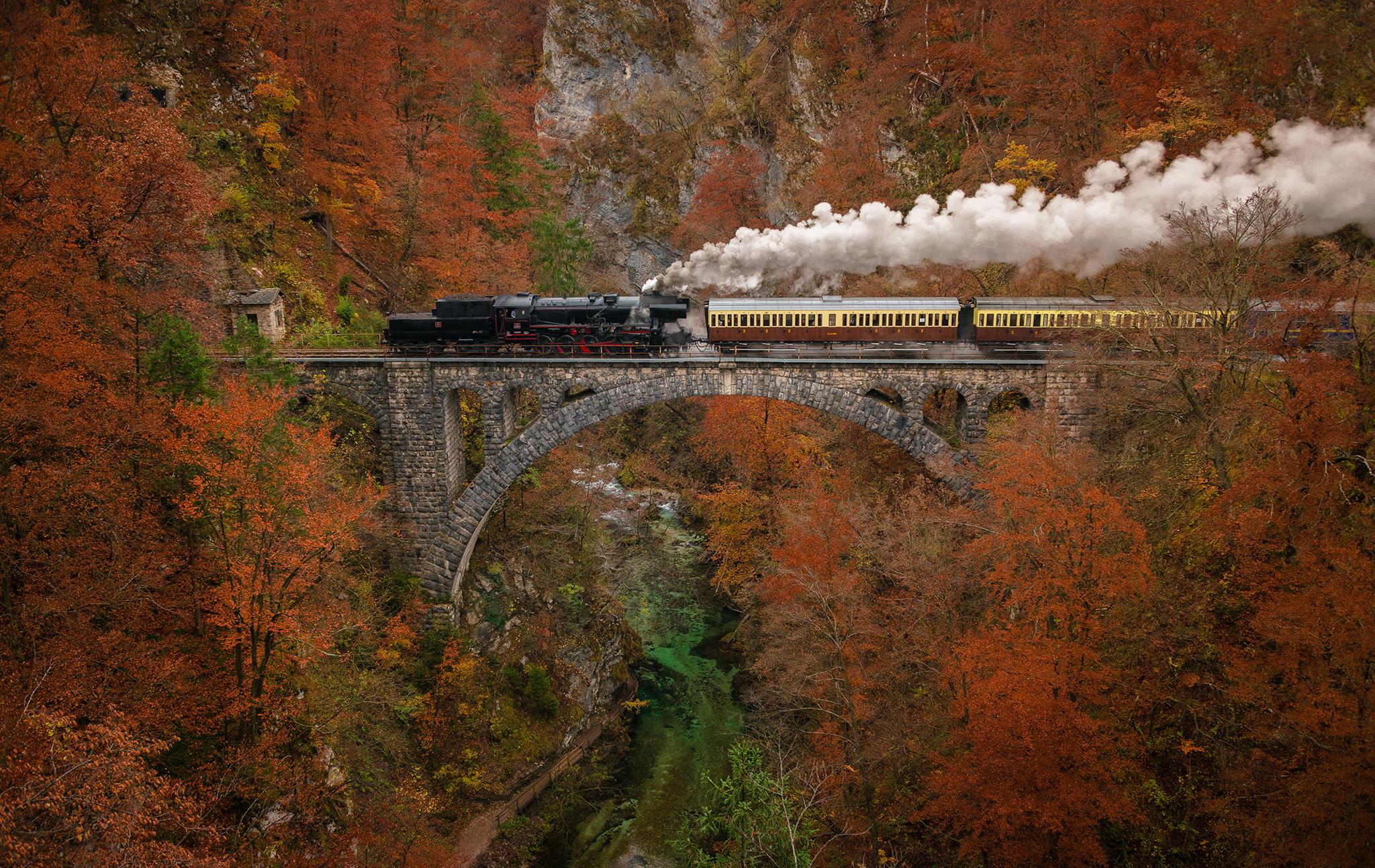 Treno a vapore sopra vintgar...