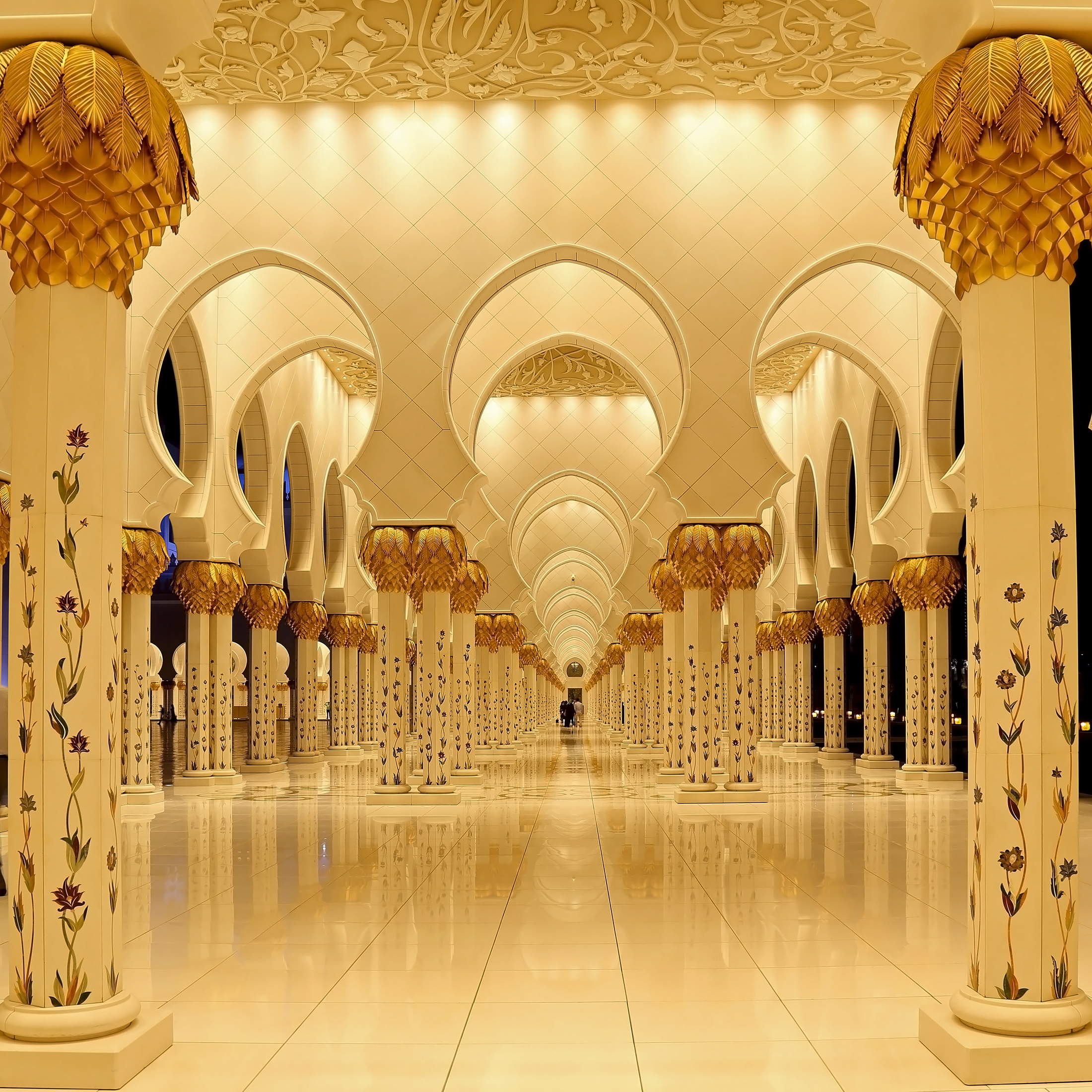 Sheikh Zayed Grand Mosque - side corridor...