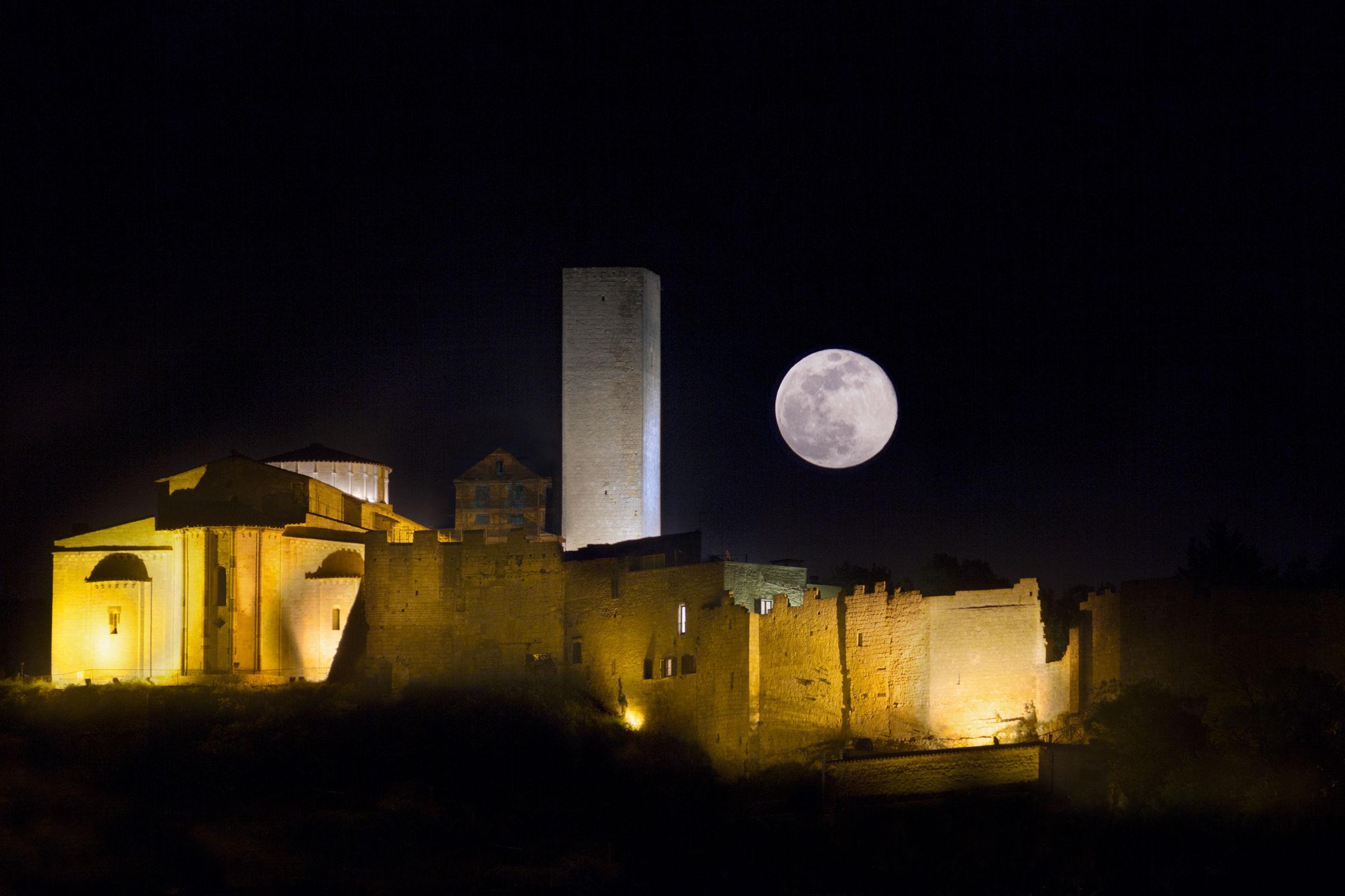 Luna Piena su Santa Maria in Castello...