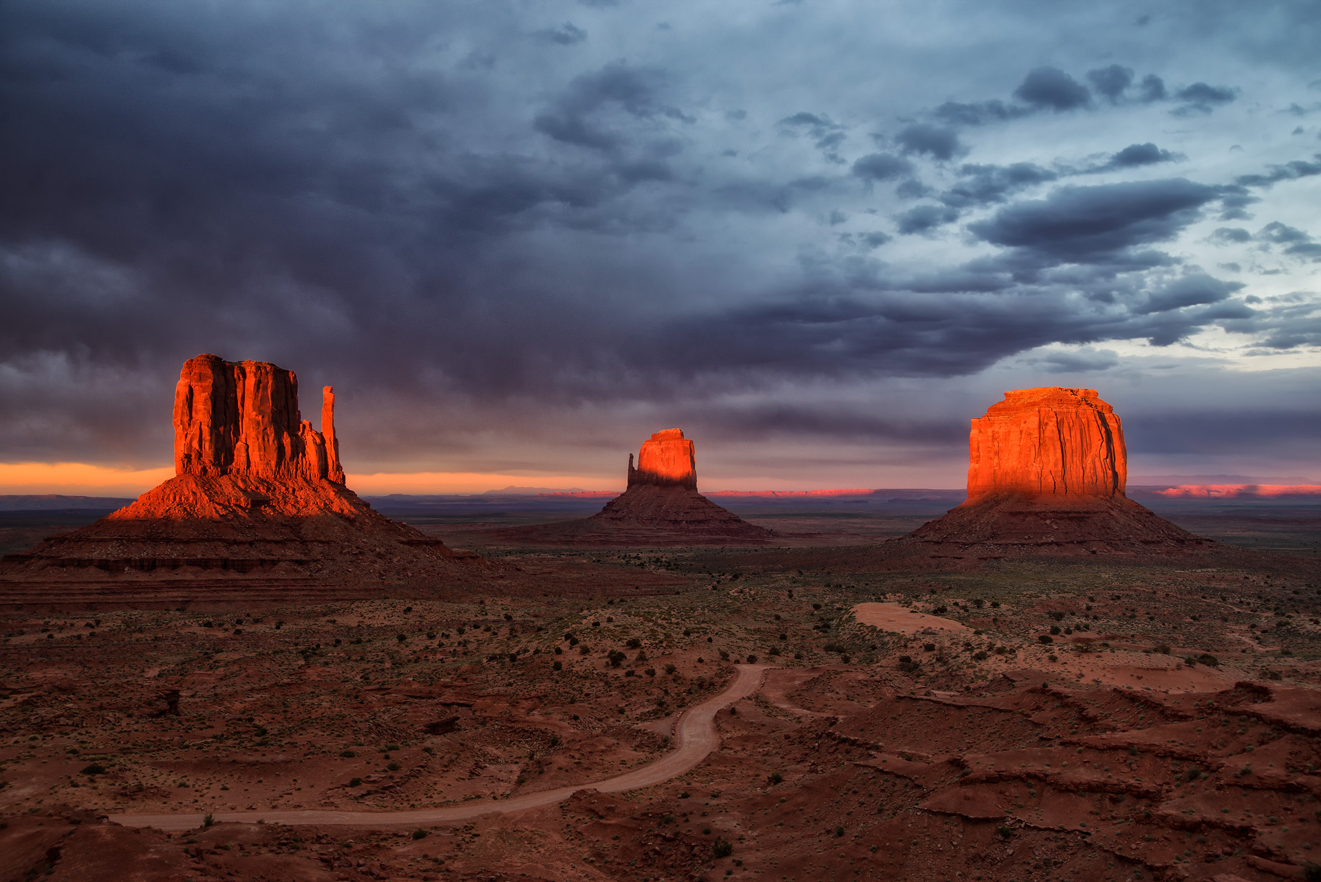 Monument Valley Sunset...