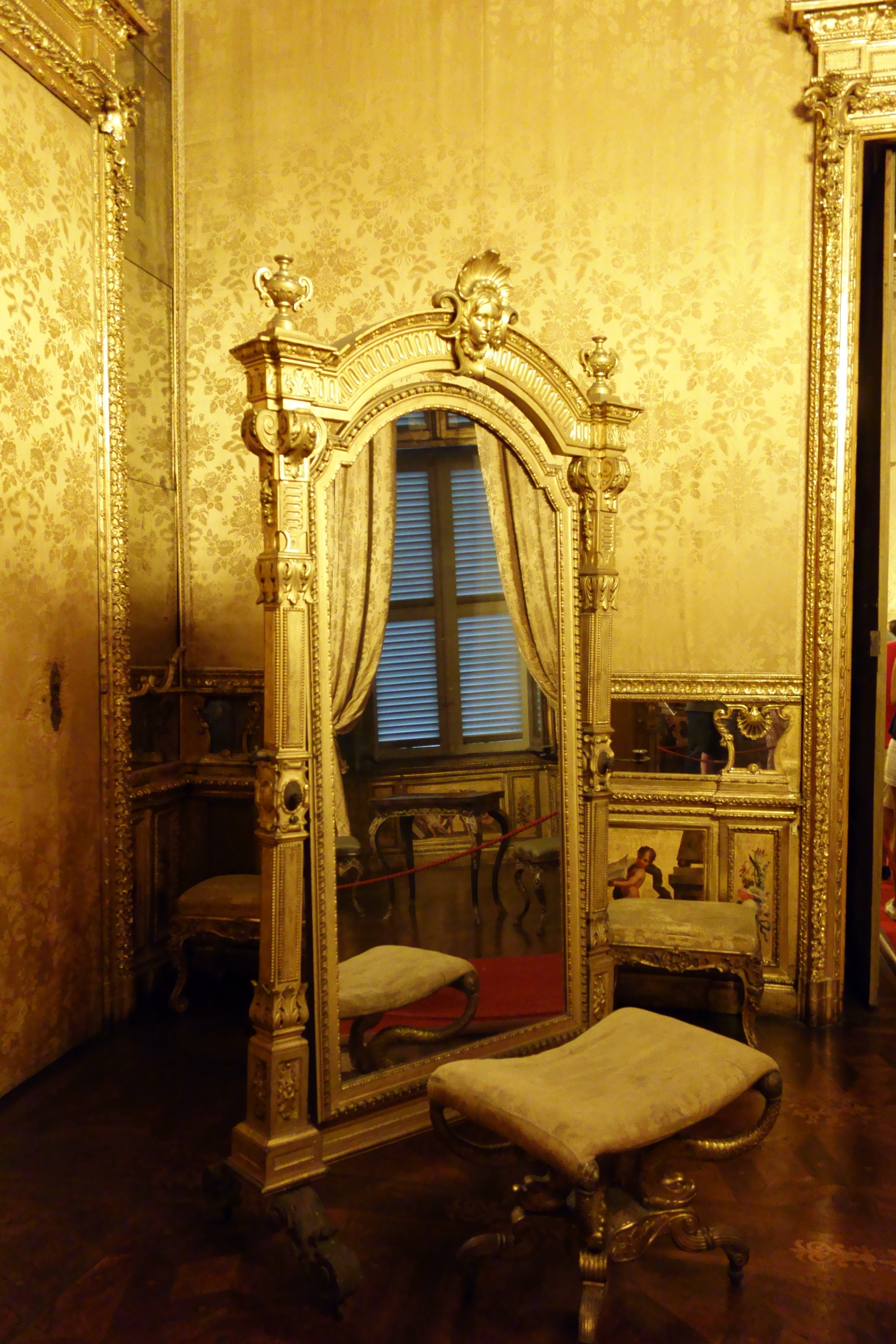Royal Palace Turin - the Queen's mirror...