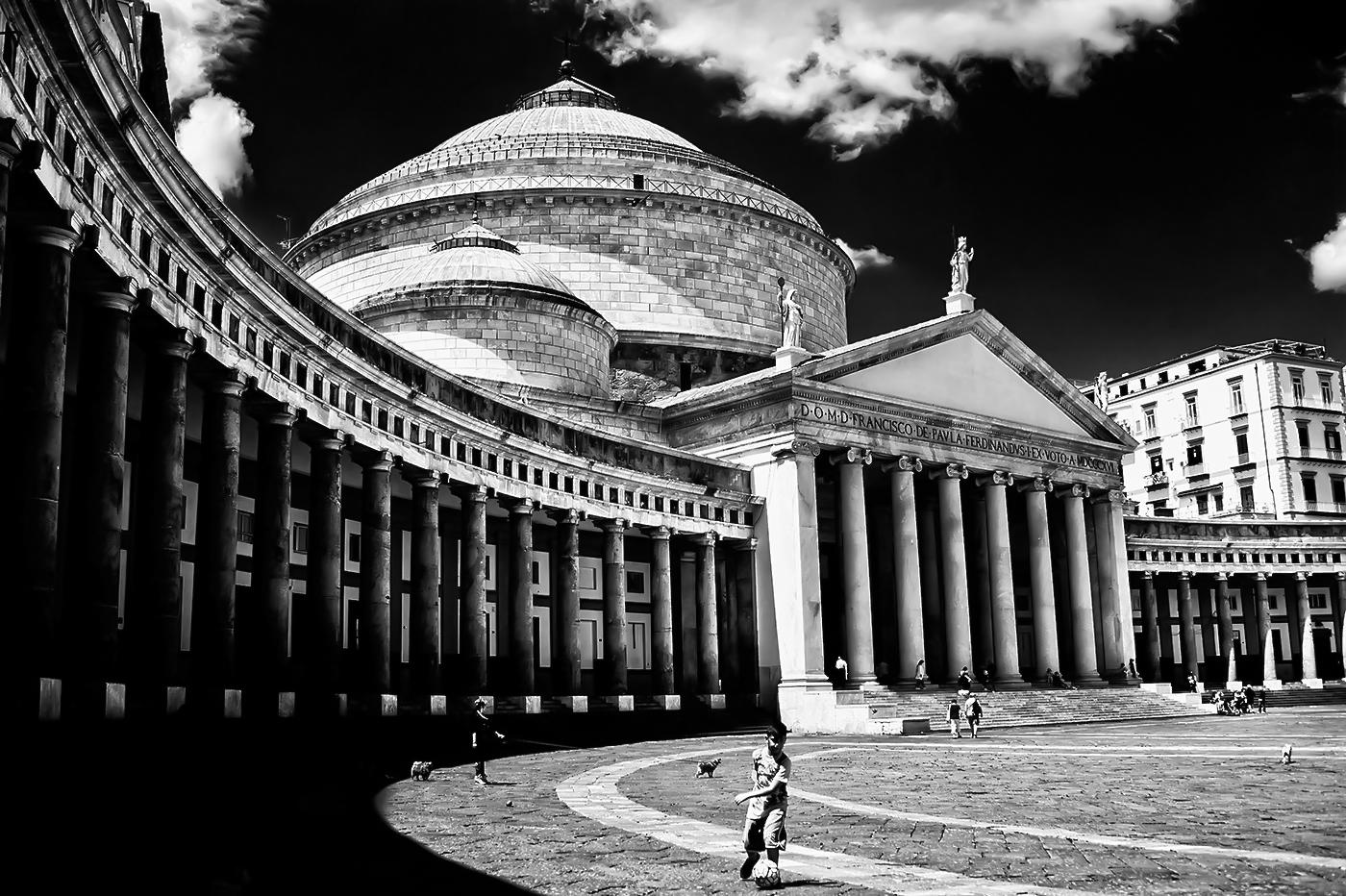 Napoli metafisica...o quasi!...