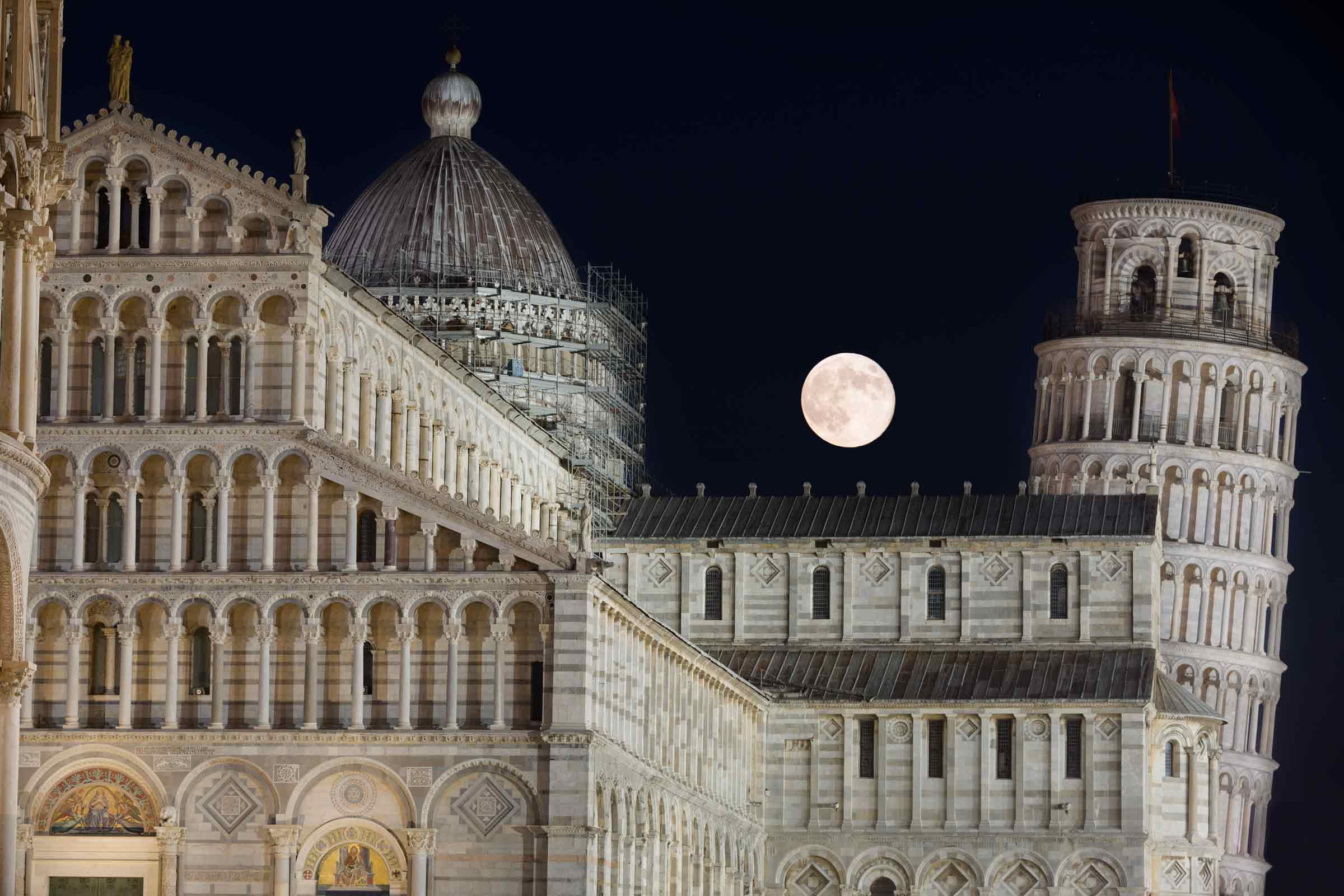 Luna piena e Torre di Pisa...