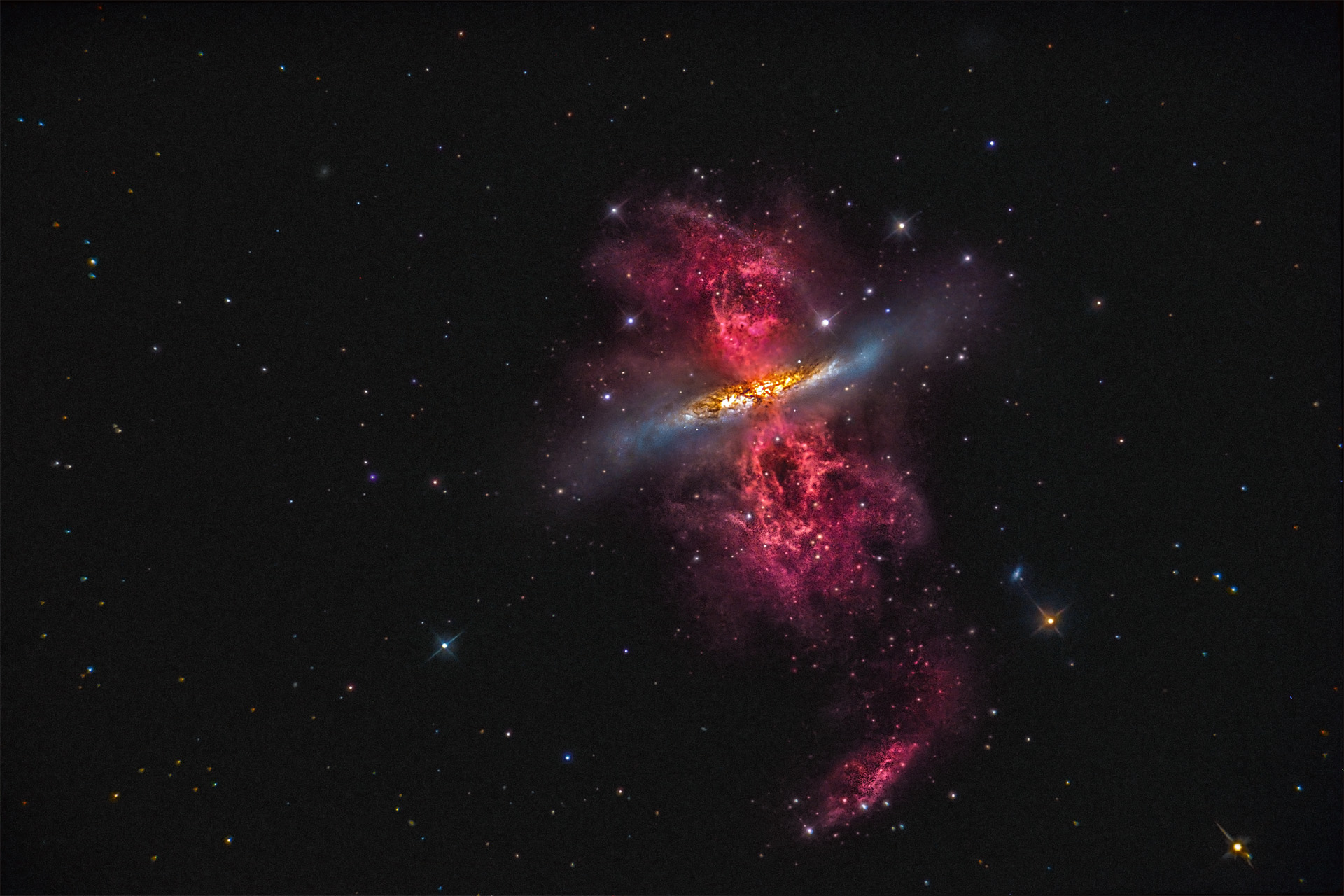 M82 - H-alpha cloud...