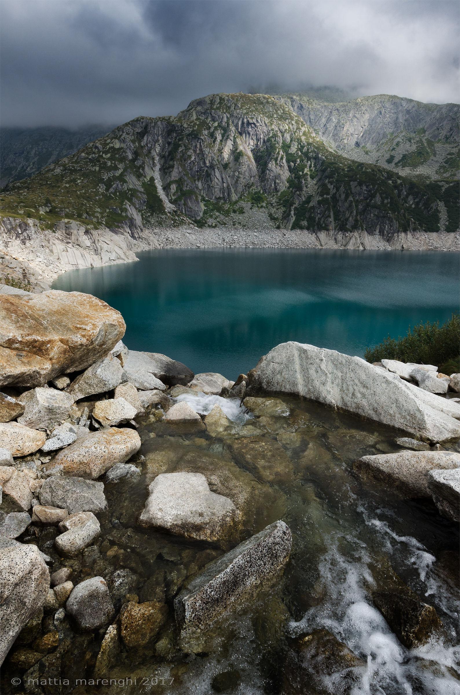 Lago Salarno tra nuvole, sole e acqua...