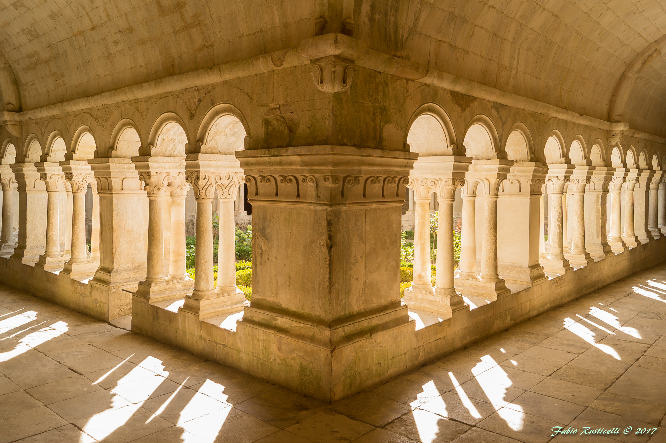 Abbey of Sénanque, the cloister...