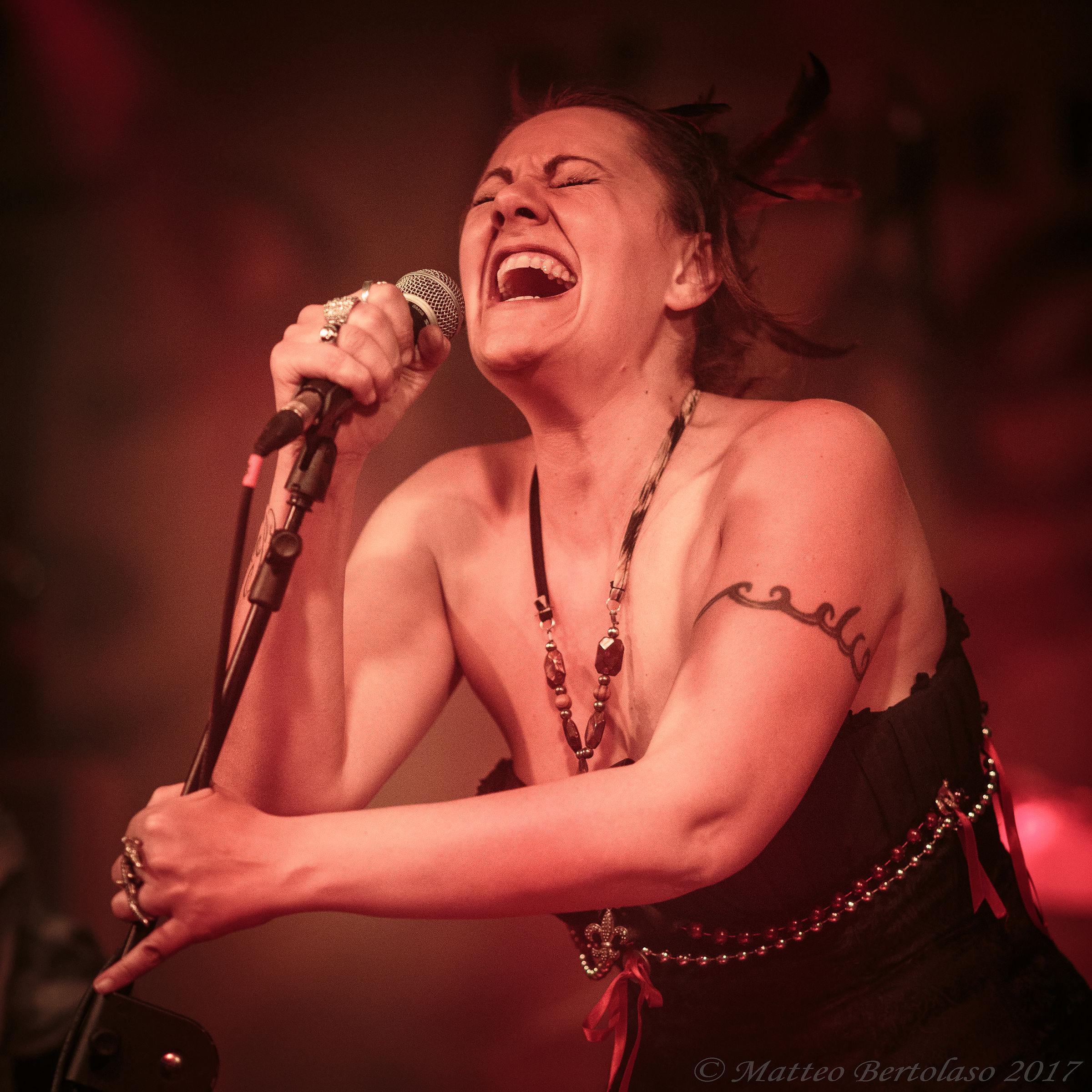 Blues - Stephanie Ghizzoni...