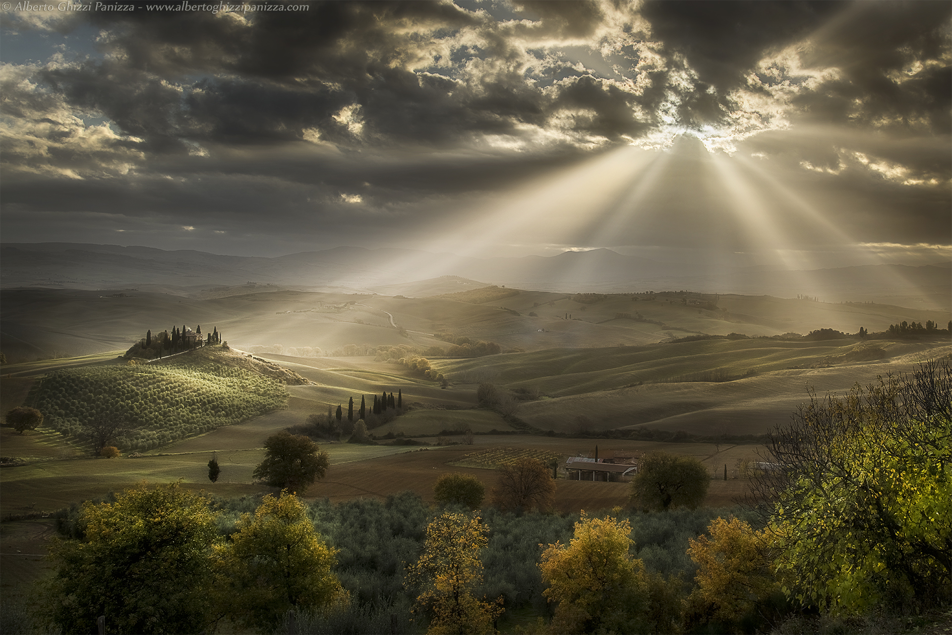 The rays of the sun caress the hills...