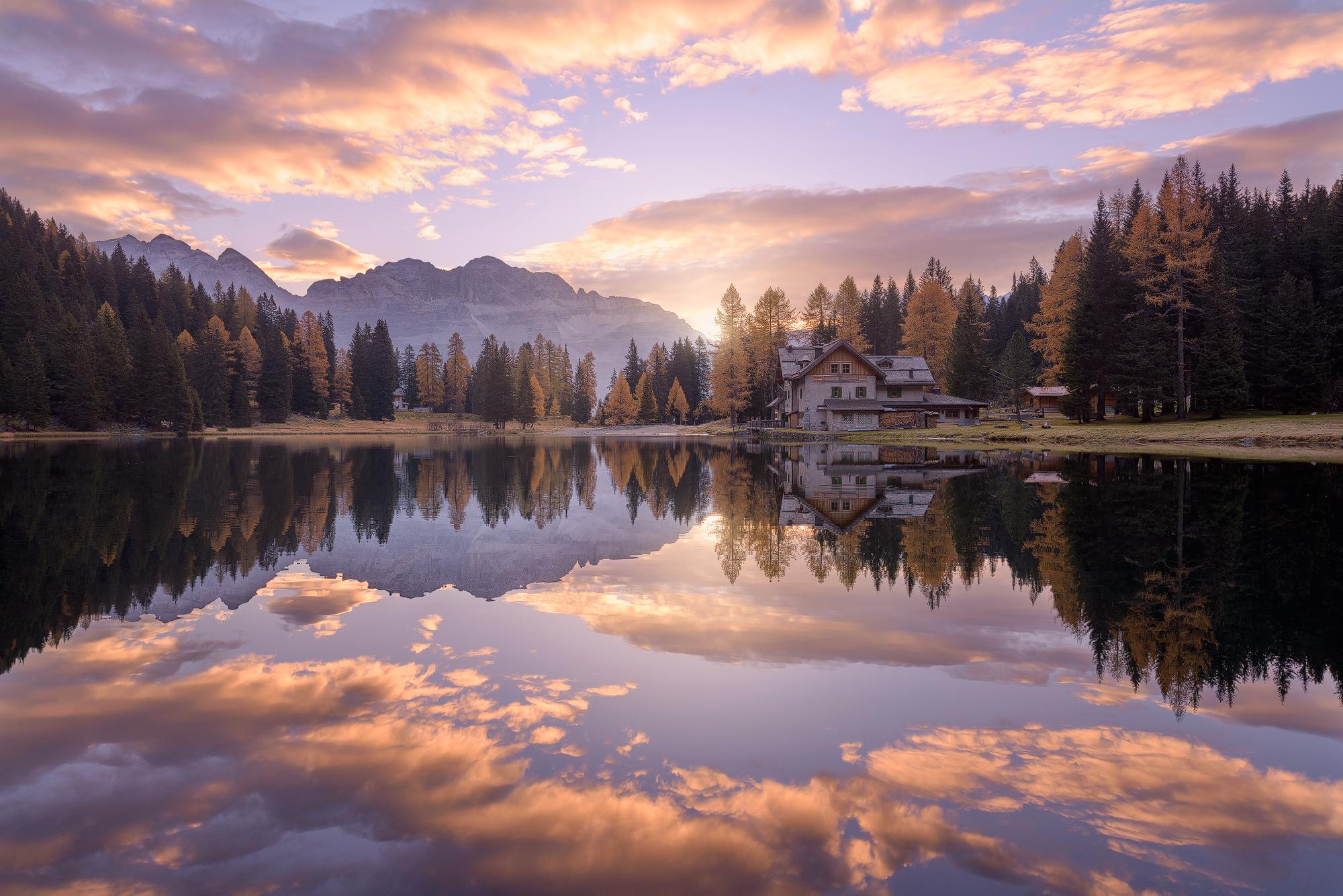 Magical sunrise. (Lago Nambino, 2017)...