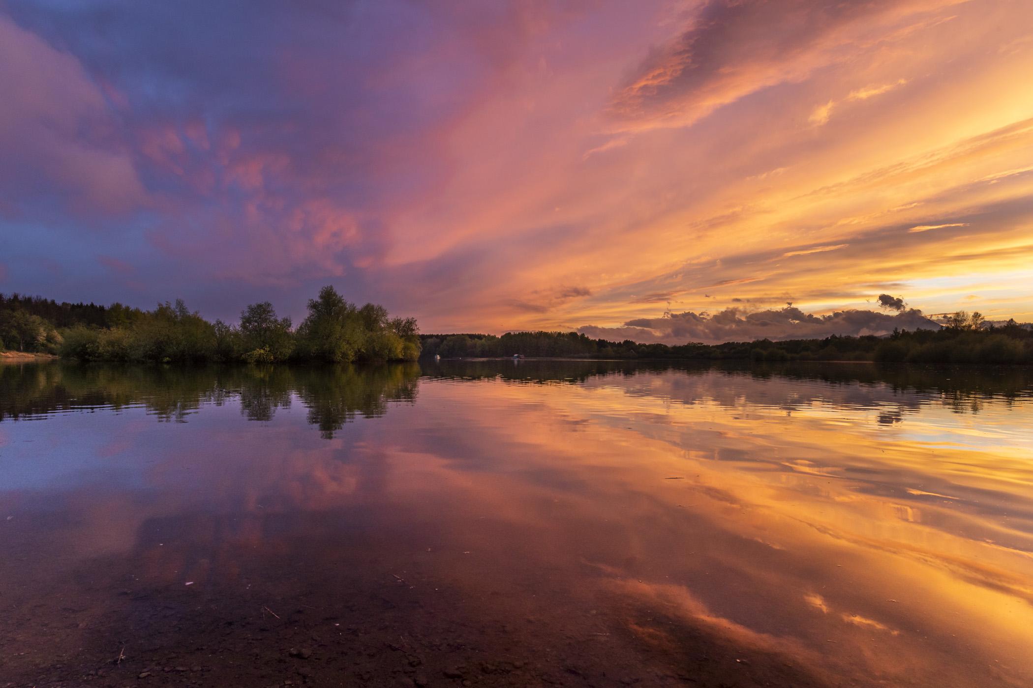 Tramonto riflesso sul lago...